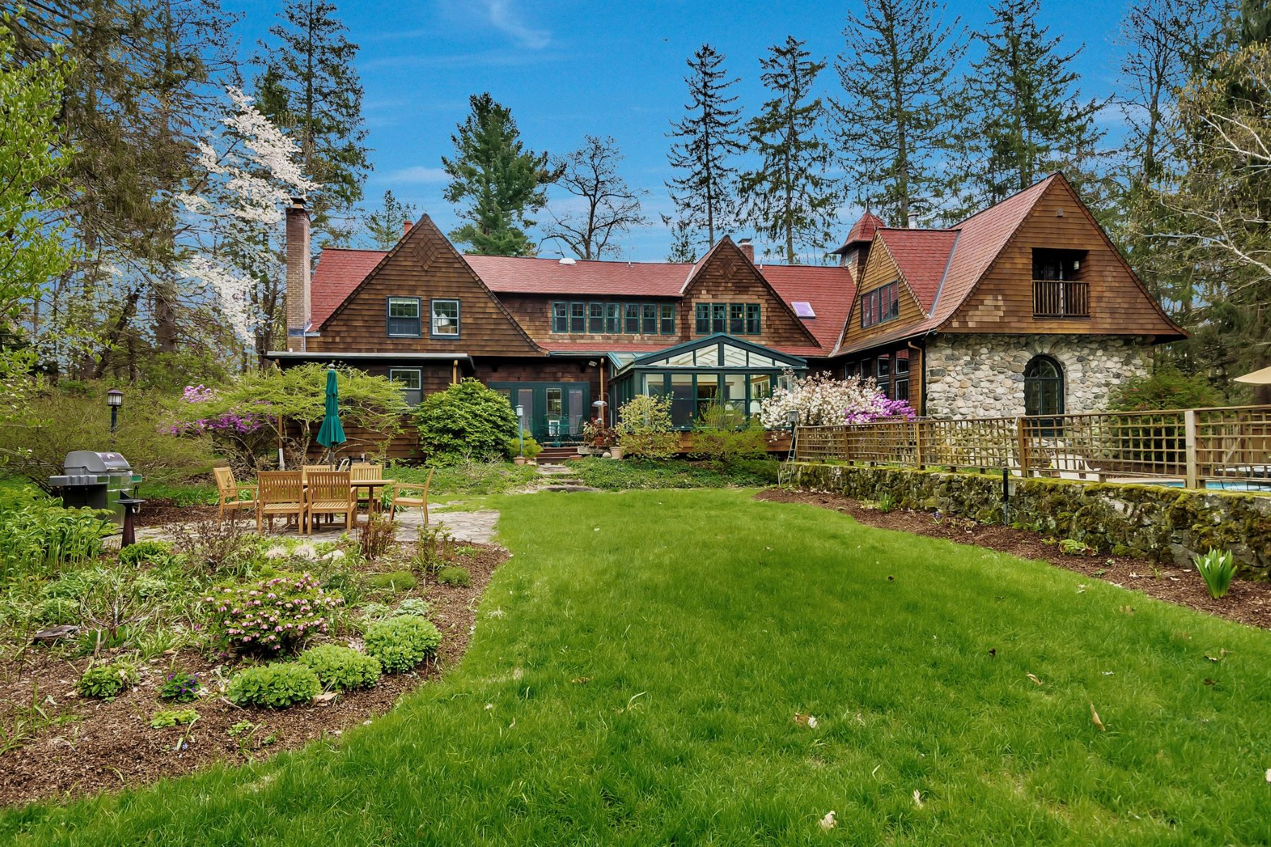 Single Family Homes for Sale at 38 Old Winter Street Lincoln, Massachusetts 01773 United States