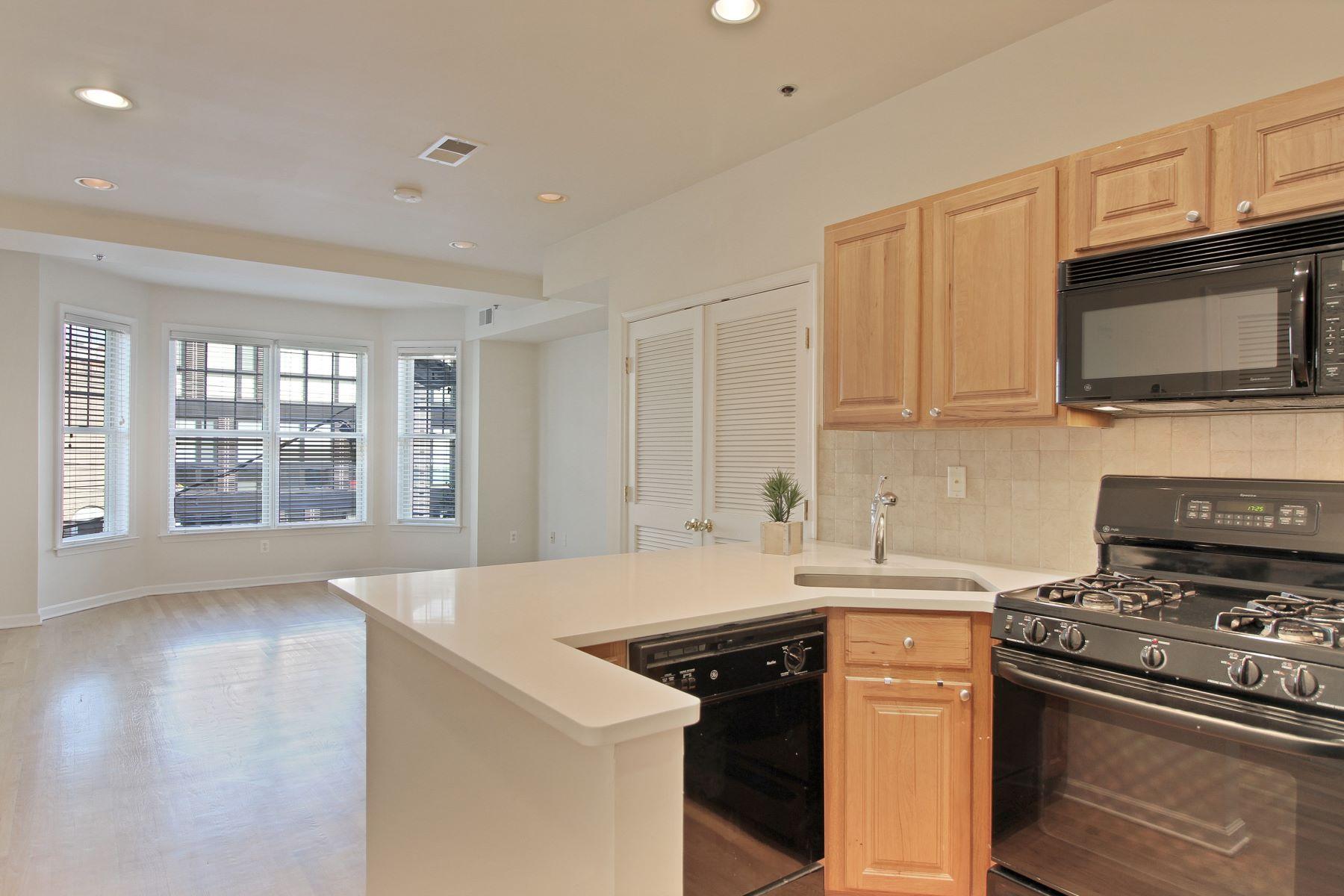 Condominio por un Alquiler en Modern Two bedroom Two En Suite Baths With Parking 704 Clinton Street #3D Hoboken, Nueva Jersey 07030 Estados Unidos
