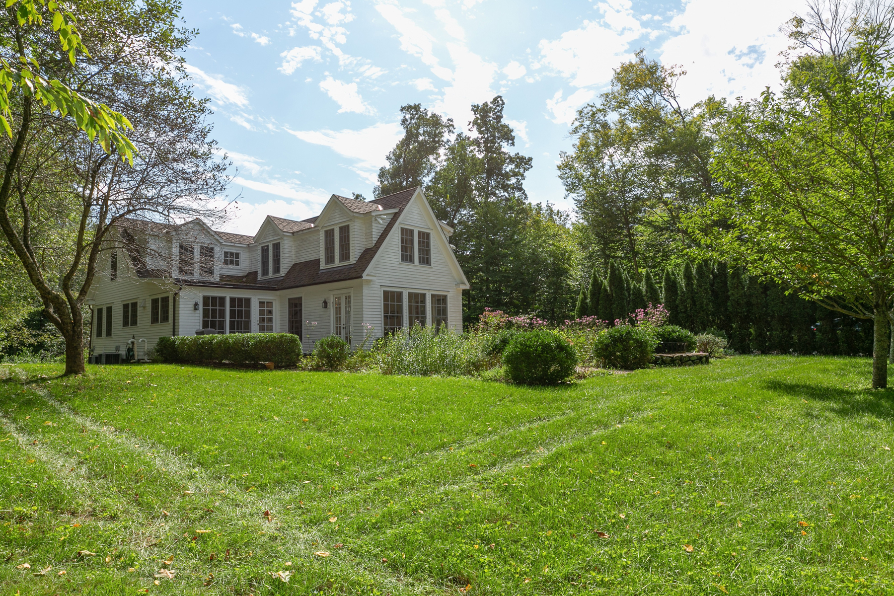 Additional photo for property listing at LIVE Chic 15 Benedict Road South Salem, New York 10590 United States
