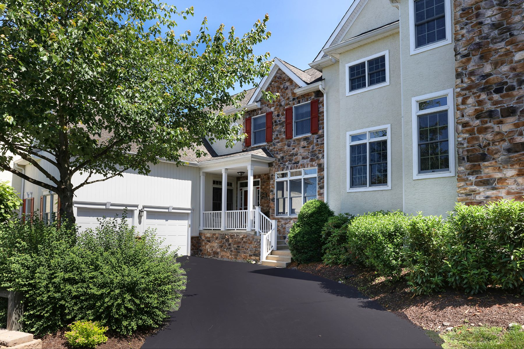 Casa unifamiliar adosada (Townhouse) por un Venta en Make The Move To Stone Ridge! 5854 Hickory Hollow Lane Unit 11, Doylestown, Pennsylvania 18902 Estados UnidosEn/Alrededor: Buckingham Township