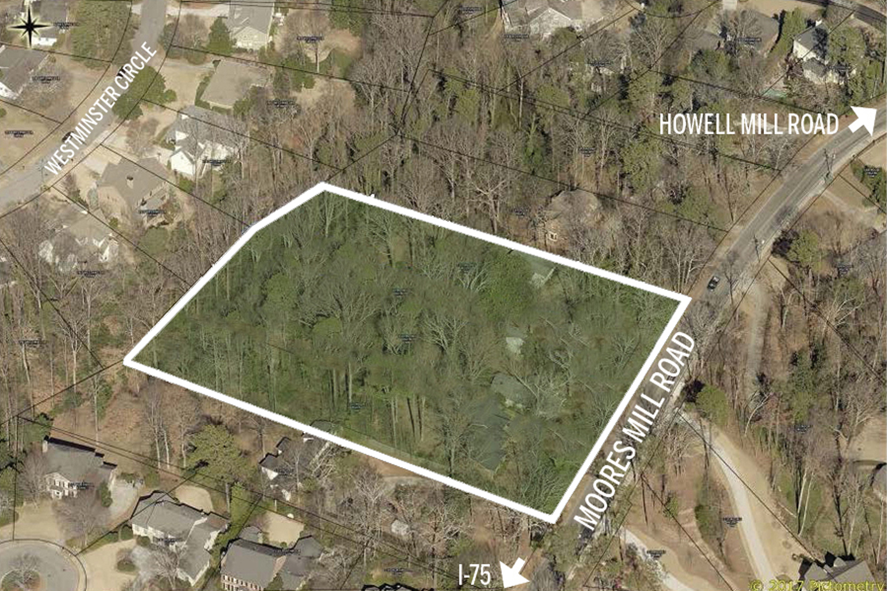 Terreno por un Venta en Assemblage - Potential For 5-6 Lots 1105 Moores Mill Road NW Atlanta, Georgia 30327 Estados Unidos