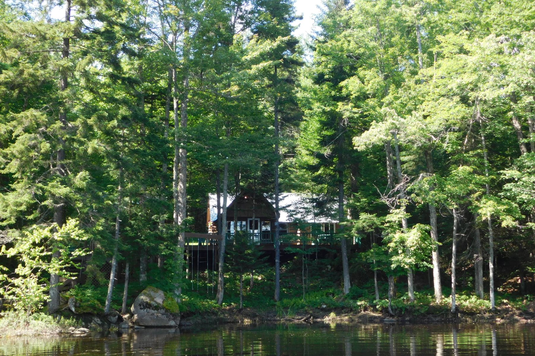 Maison unifamiliale pour l Vente à Secluded Cabin and 32 acres with unparalleled views of Stillwater Reservoir 3960 Big Moose Rd Big Moose, New York, 13331 États-Unis