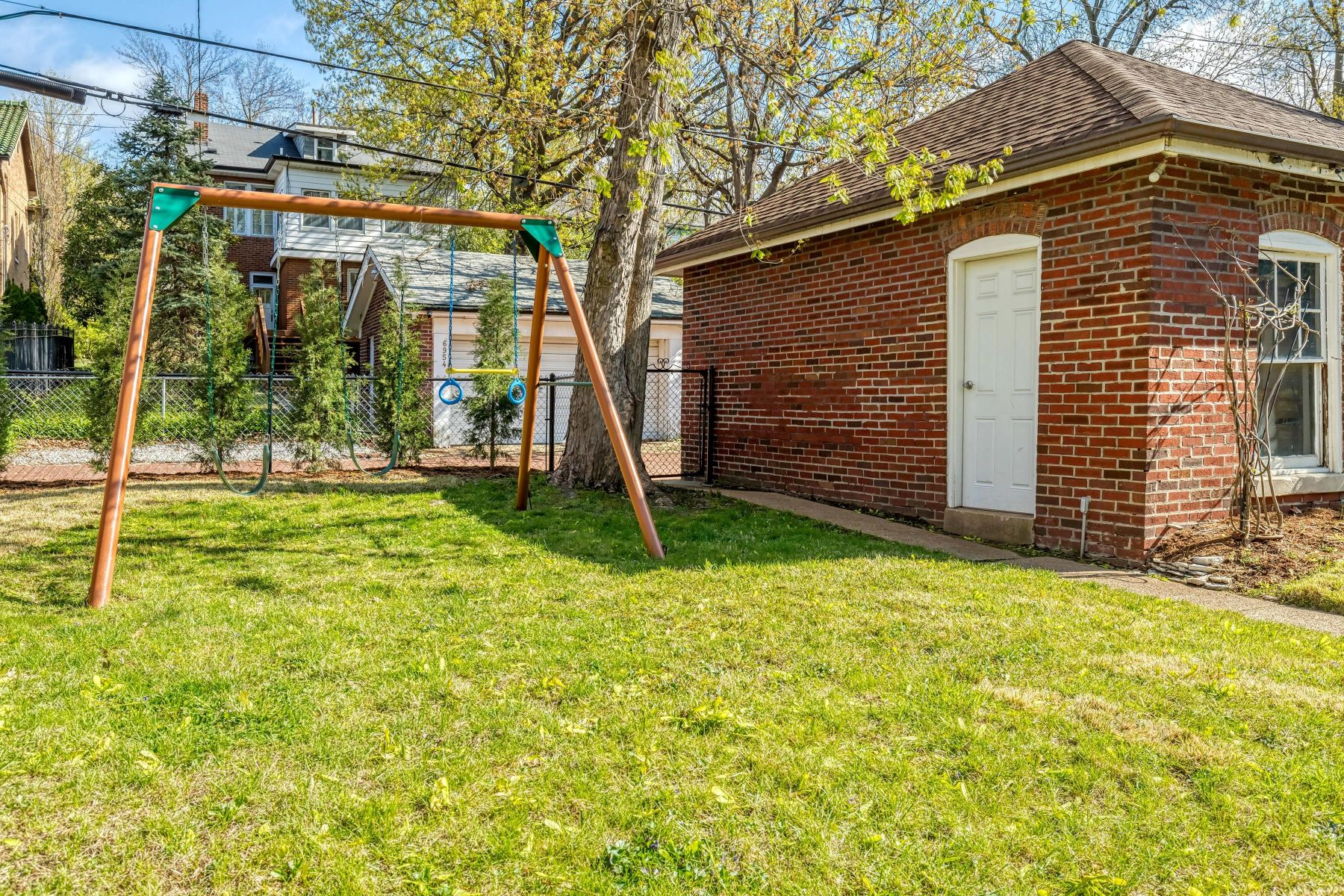 Additional photo for property listing at Enticing Charm of a Cotswold Cottage 6959 Waterman Ave St. Louis, Missouri 63130 United States