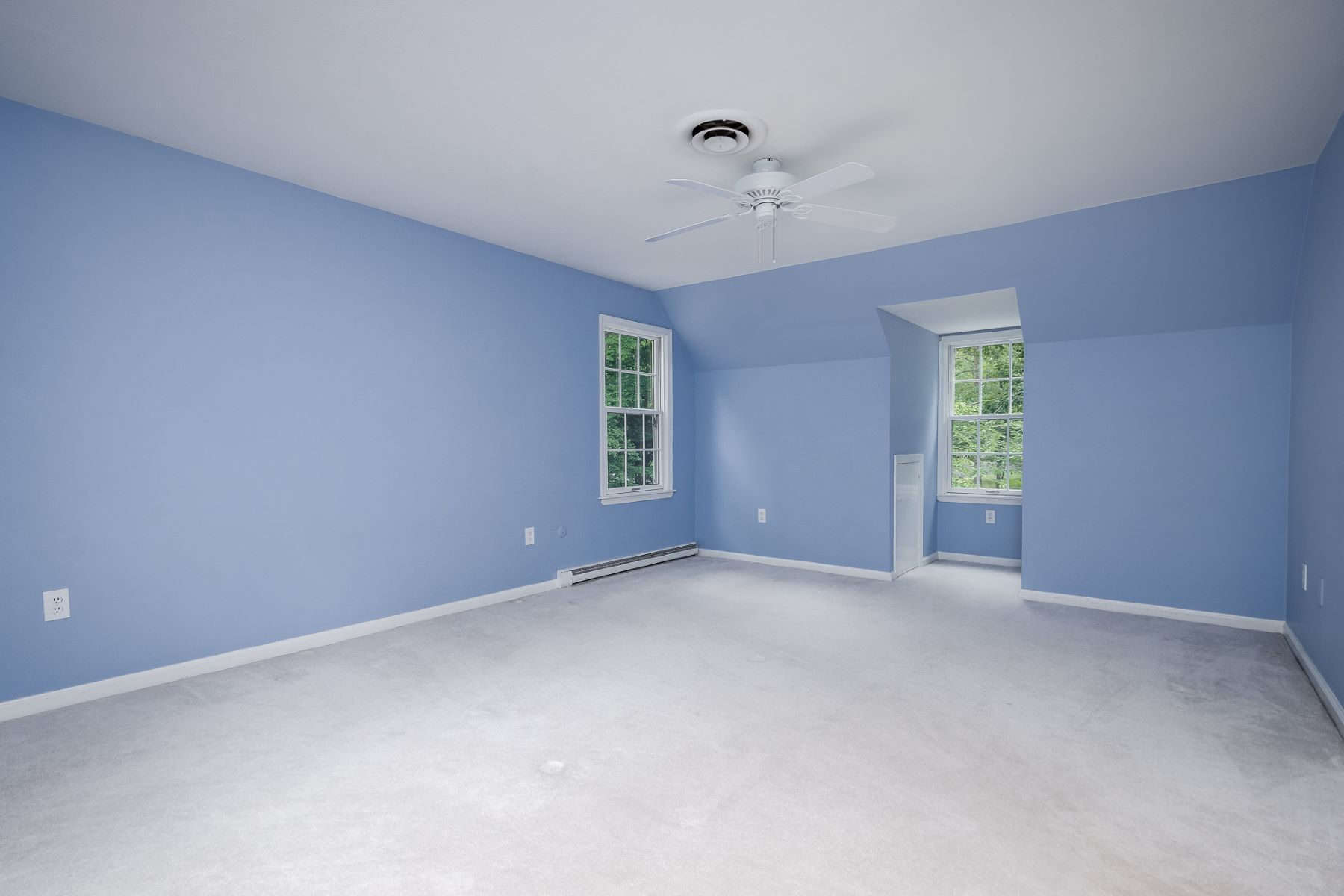 Additional photo for property listing at Picture Perfect - Brimming with Character 8 East Shore Drive, Princeton, New Jersey 08540 États-Unis