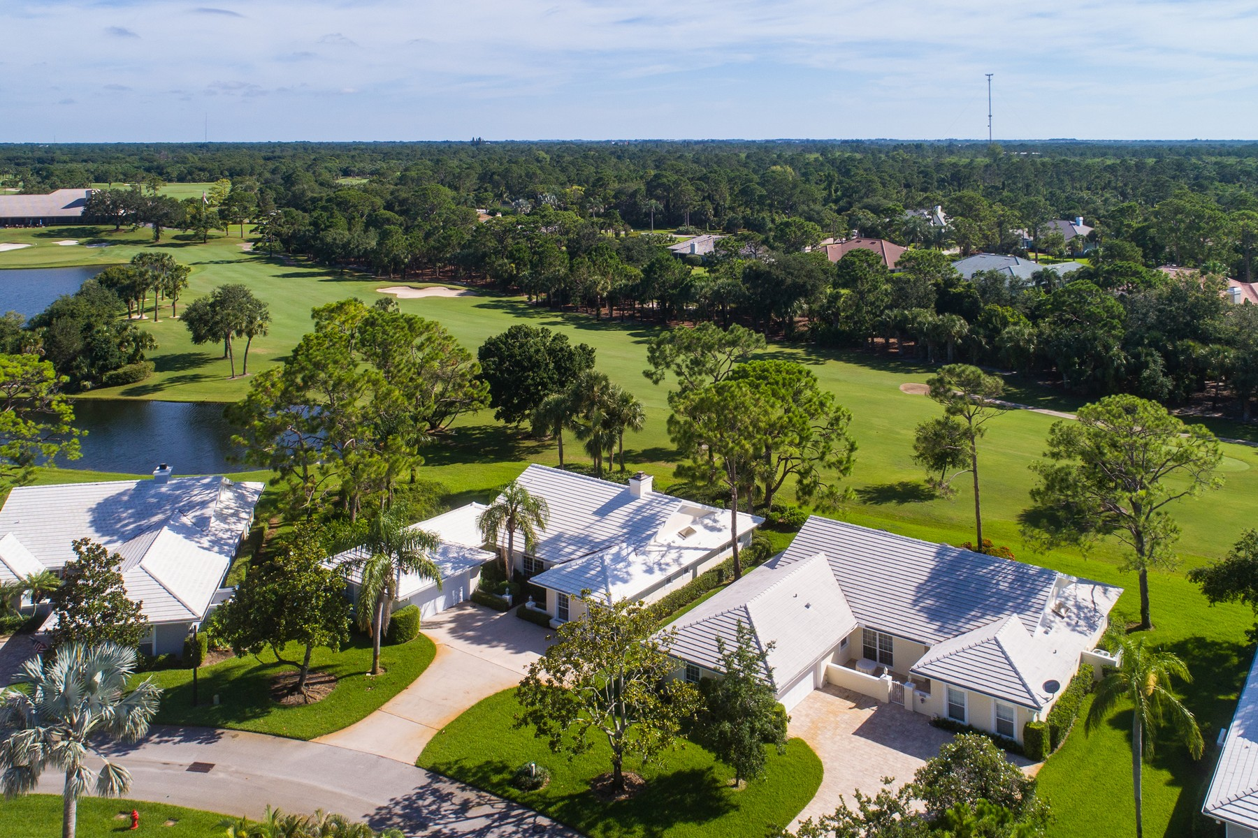 Casa Unifamiliar por un Venta en Golf Villa overlooking Golf Course 5807 Magnolia Lane Vero Beach, Florida 32967 Estados Unidos