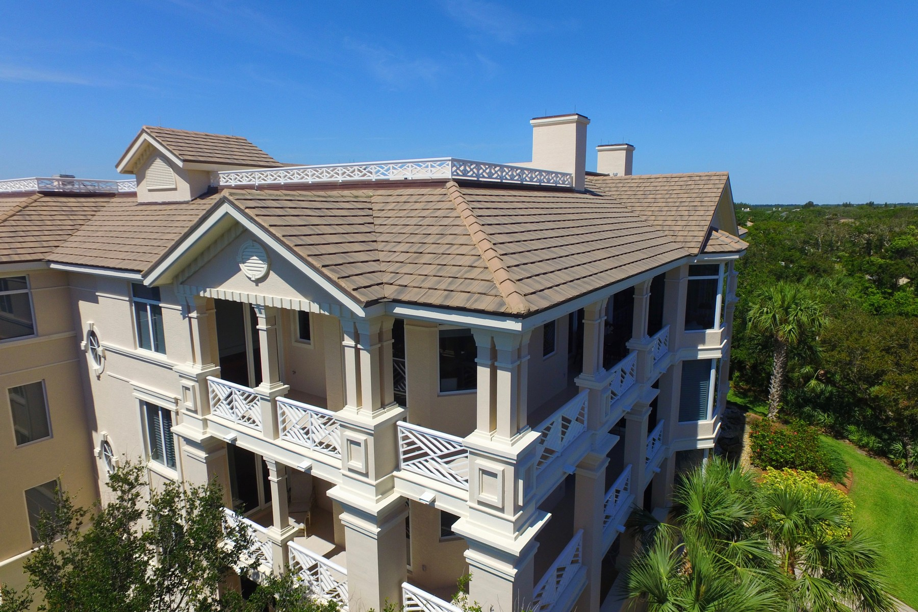 Additional photo for property listing at Breathtaking Ocean and Barrier Island Views from this Luxurious Penthouse 701 N Swim Club Drive #4B Vero Beach, Florida 32963 United States