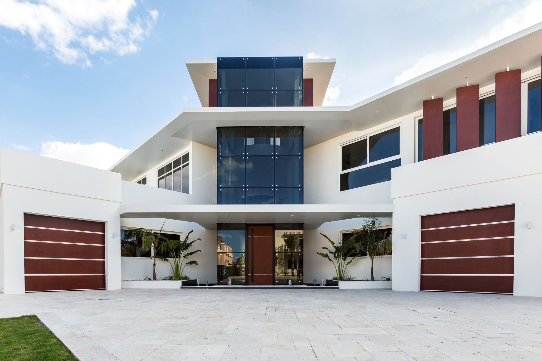 Single Family Home for Sale at Exquisitely Contemporary Villa with Stunning Views Dubai, United Arab Emirates