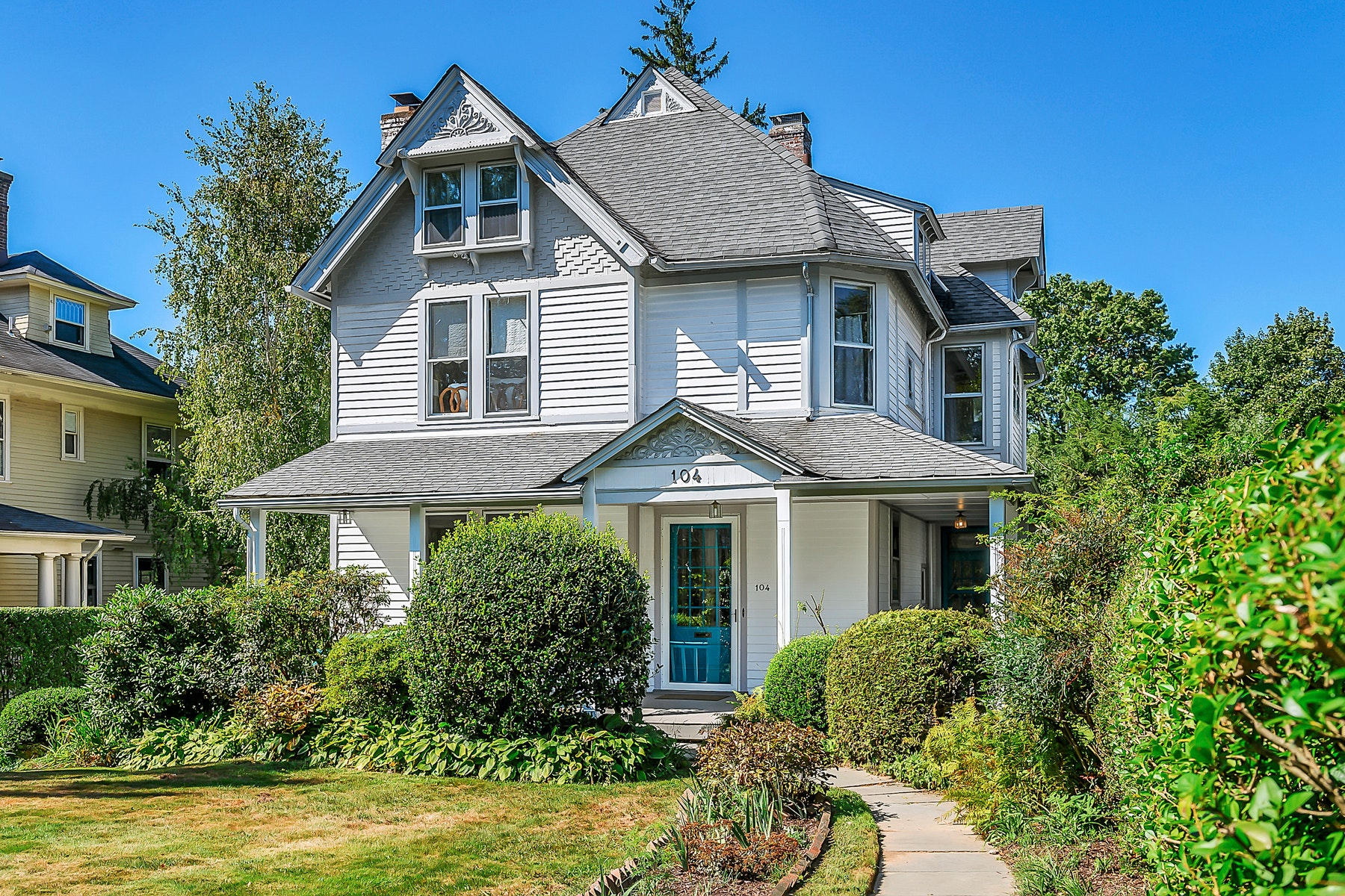 Single Family Homes for Active at Bright and Sunny Queen Anne Victorian 104 S. Fullerton Avenue Montclair, New Jersey 07042 United States
