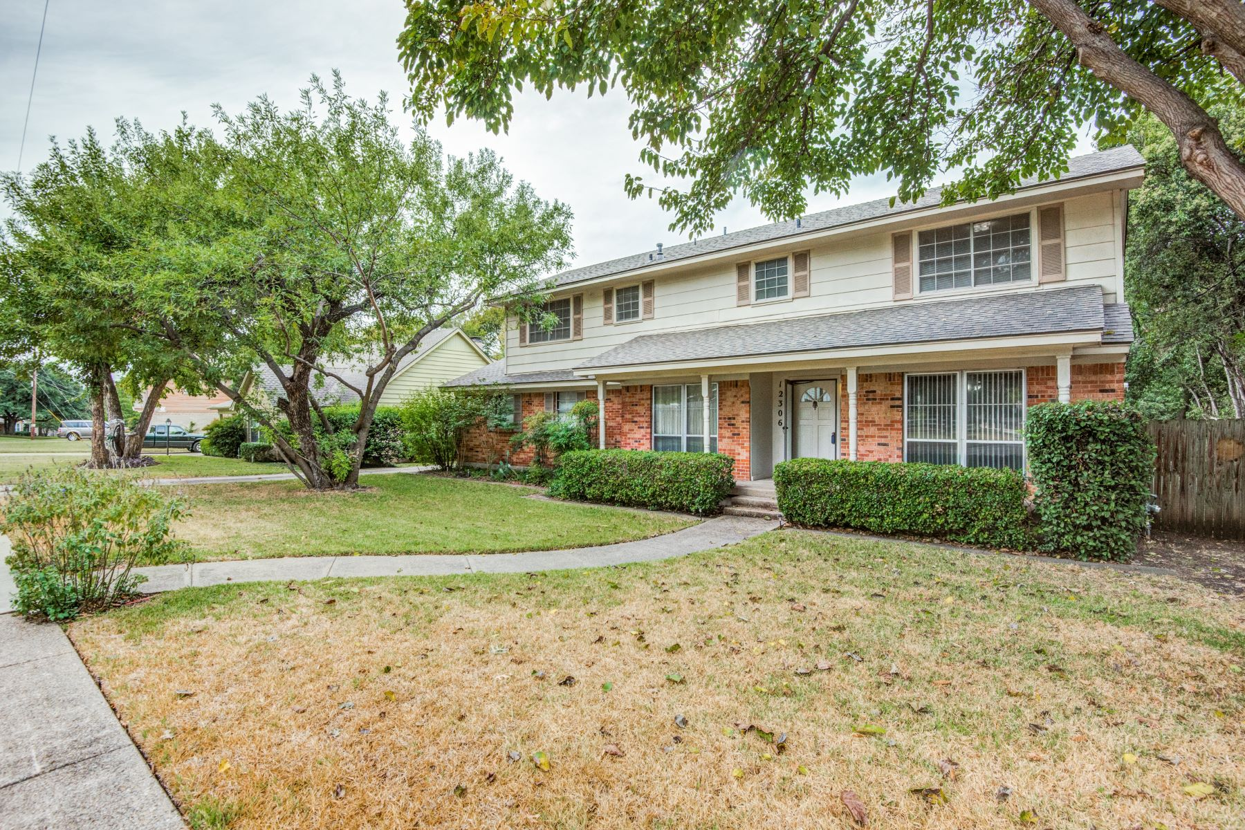Single Family Homes for Sale at Valley View Estates 12306 Veronica Road, Farmers Branch, Texas 75234 United States