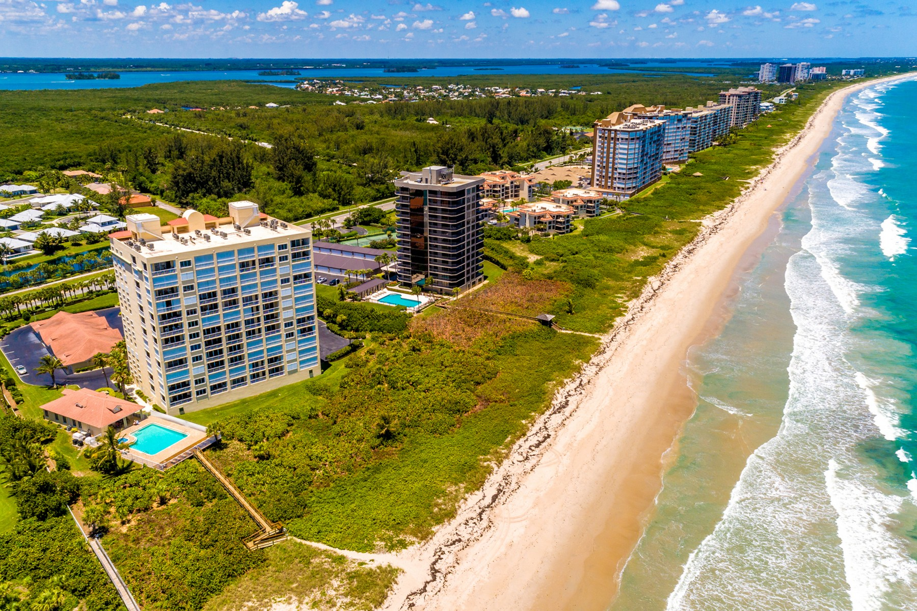 Additional photo for property listing at Oceanfront Penthouse 3920 N Hwy Highway A1A, #PH4 Hutchinson Island, Florida 34949 United States