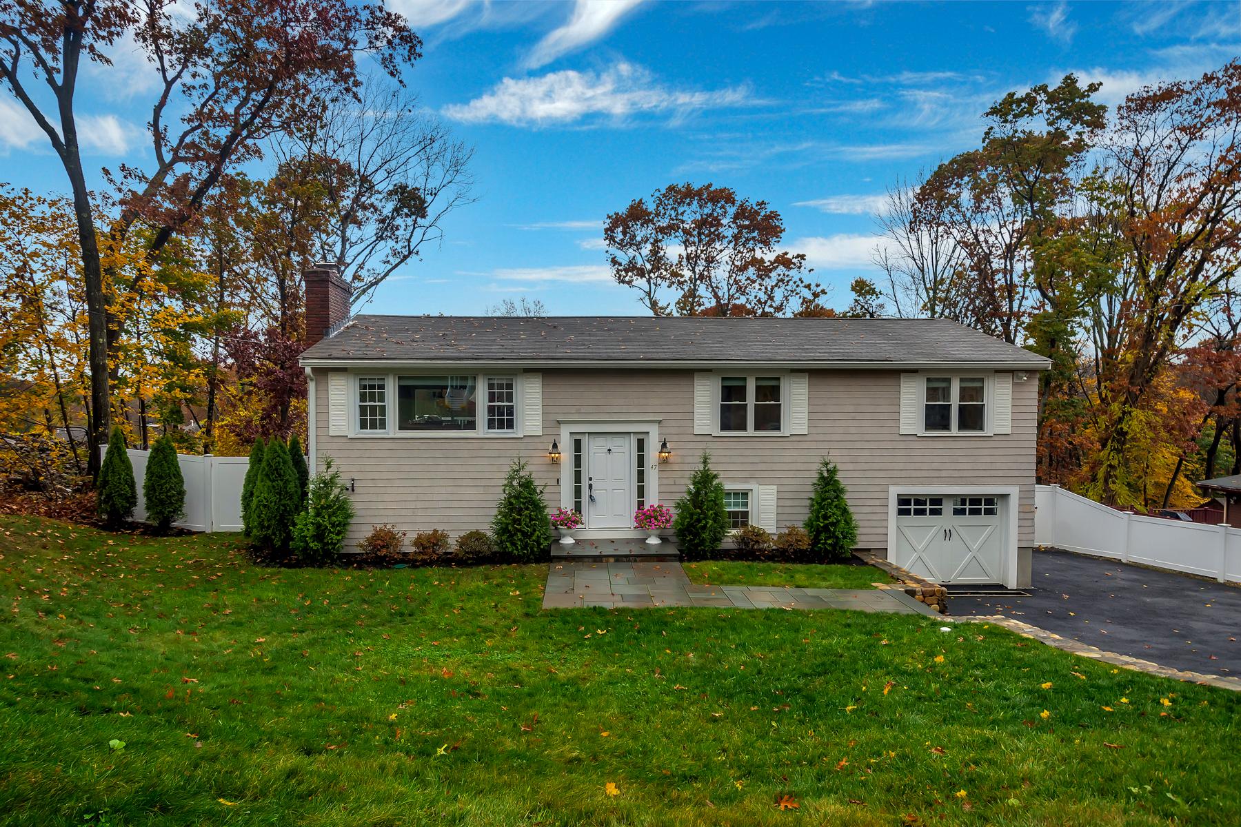 Single Family Homes 为 销售 在 Fully Renovated, Light-Filled Home 47 Thornberry Road 温彻斯特, 马萨诸塞州 01890 美国