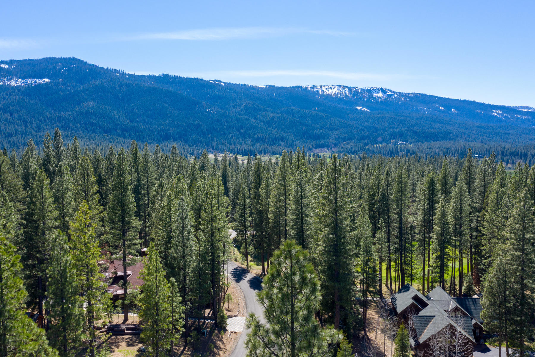 Additional photo for property listing at 832 Miner's Passage, Clio, CA 96106 832 Miner's Passage Clio, California 96106 Estados Unidos