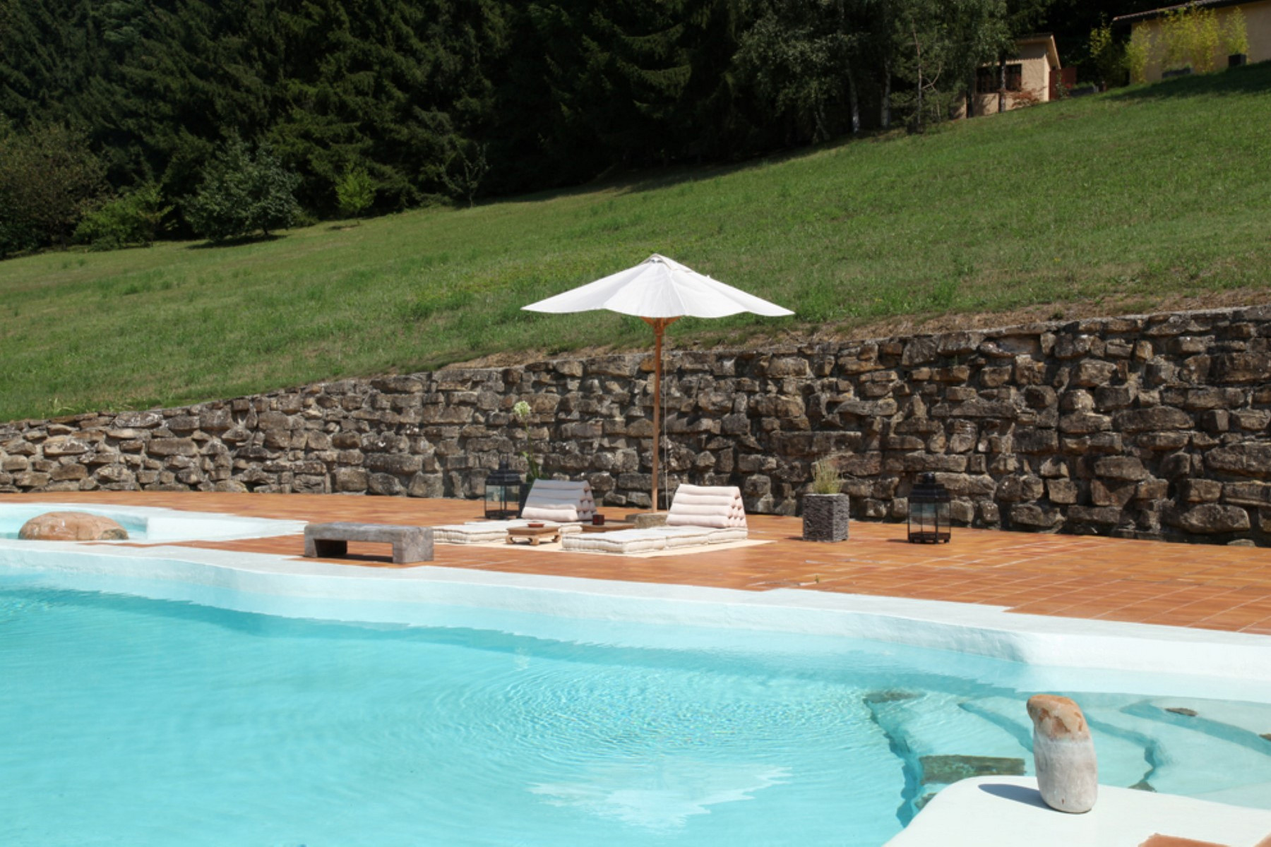 Additional photo for property listing at Country retreat with pool on the Langhe hills Cortemilia Cuneo, Cuneo 12074 Italien