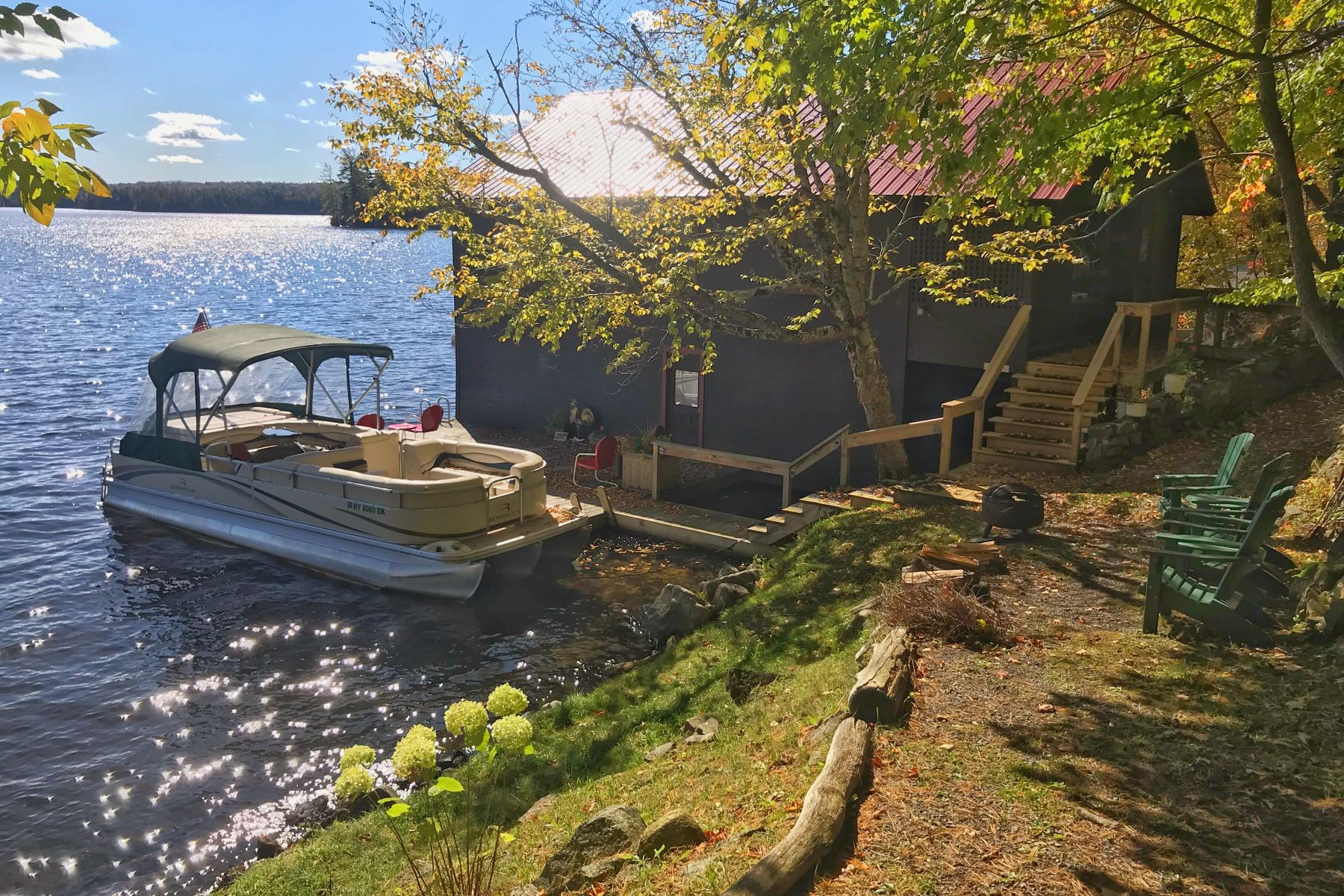 Single Family Homes 為 出售 在 Adirondack Boathouse 4850 State Route 28, Old Forge, 纽约 13420 美國