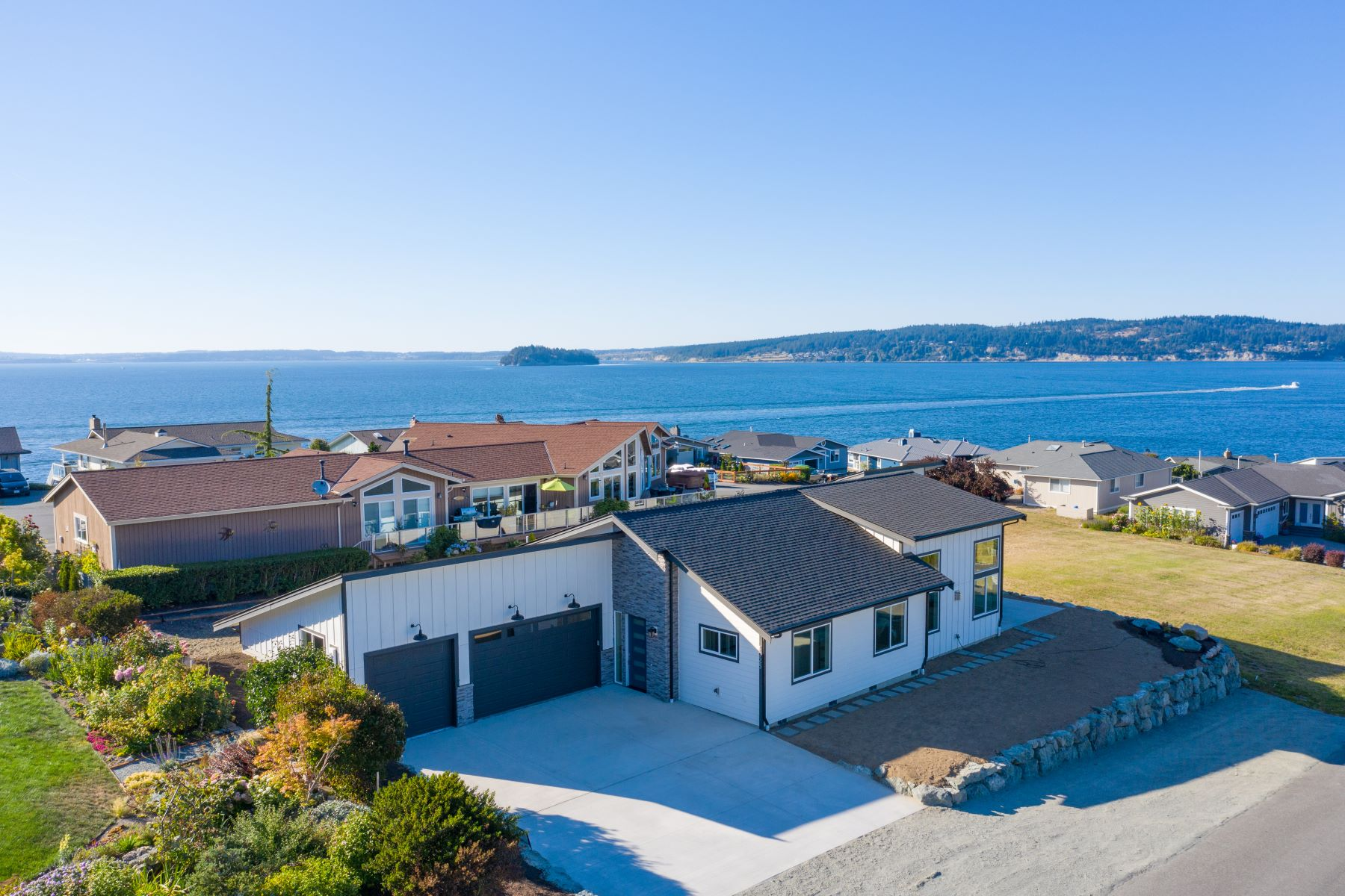 Single Family Homes por un Venta en {Contemporary Ocean View Masterpiece} 1025 Bayshore Dr Camano Island, Washington 98282 Estados Unidos