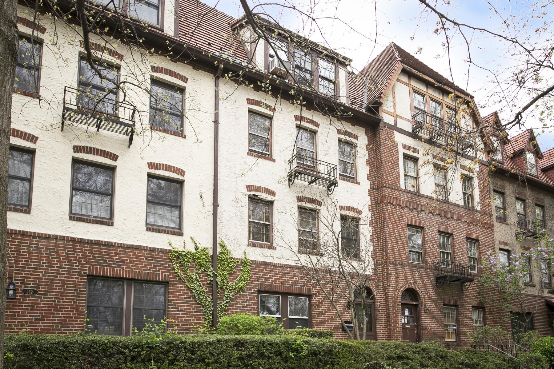 """复式单位 为 出租 在 """"RENOVATED 3 BEDROOM DUPLEX FACING PARKLAND"""" 森林山, 纽约州 11375 美国"""