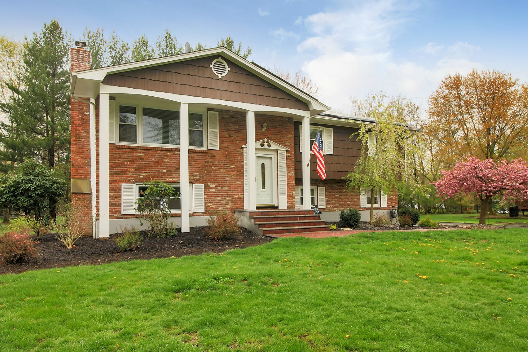 Single Family Home for Sale at Quiet Cul-de-sac Setting 10 Independence Court New City, New York 10956 United States
