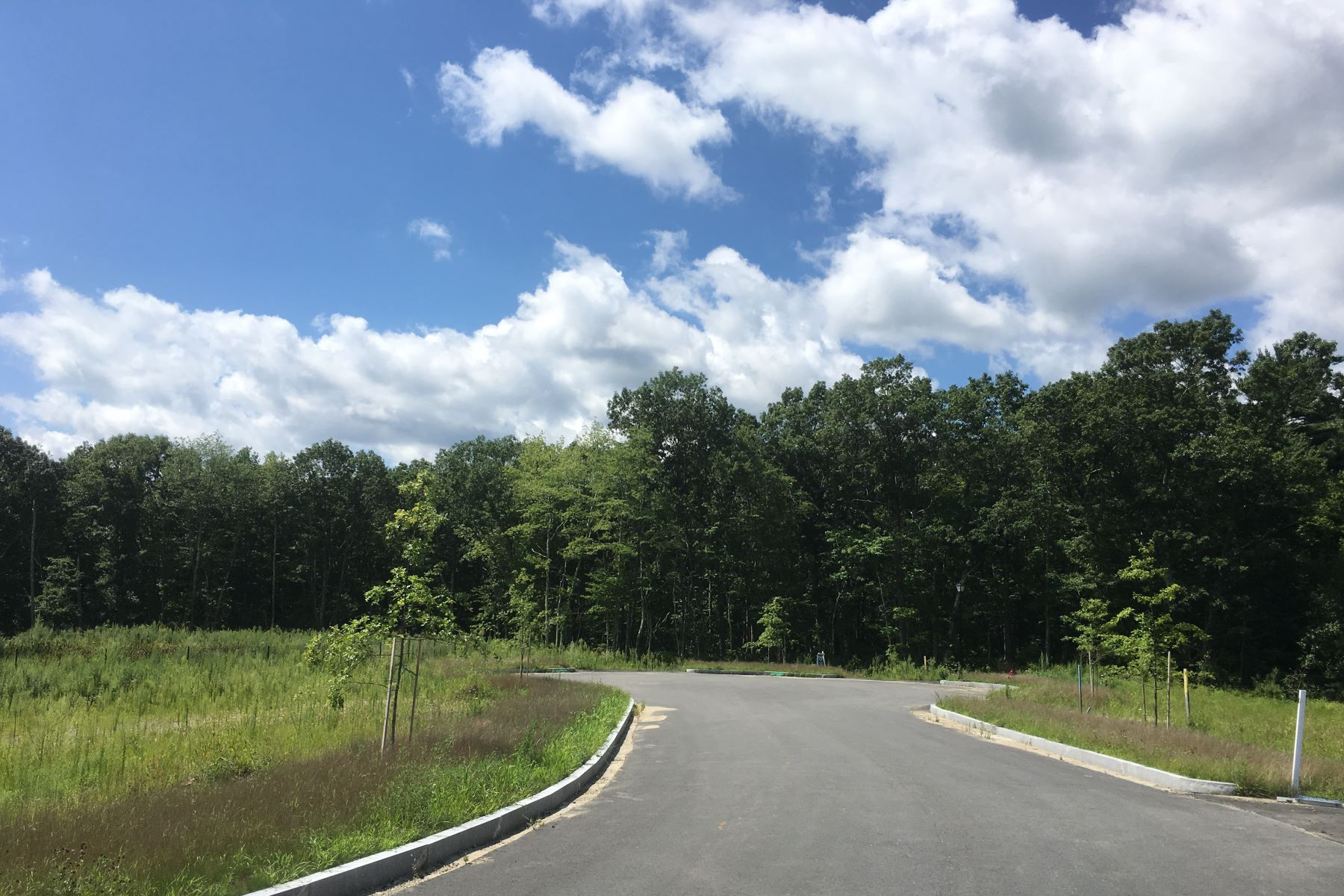 أراضي للـ Sale في Dennell Estates 1.1-Acre Lot 0 Dennell Drive, Lincoln, Rhode Island 02865 United States