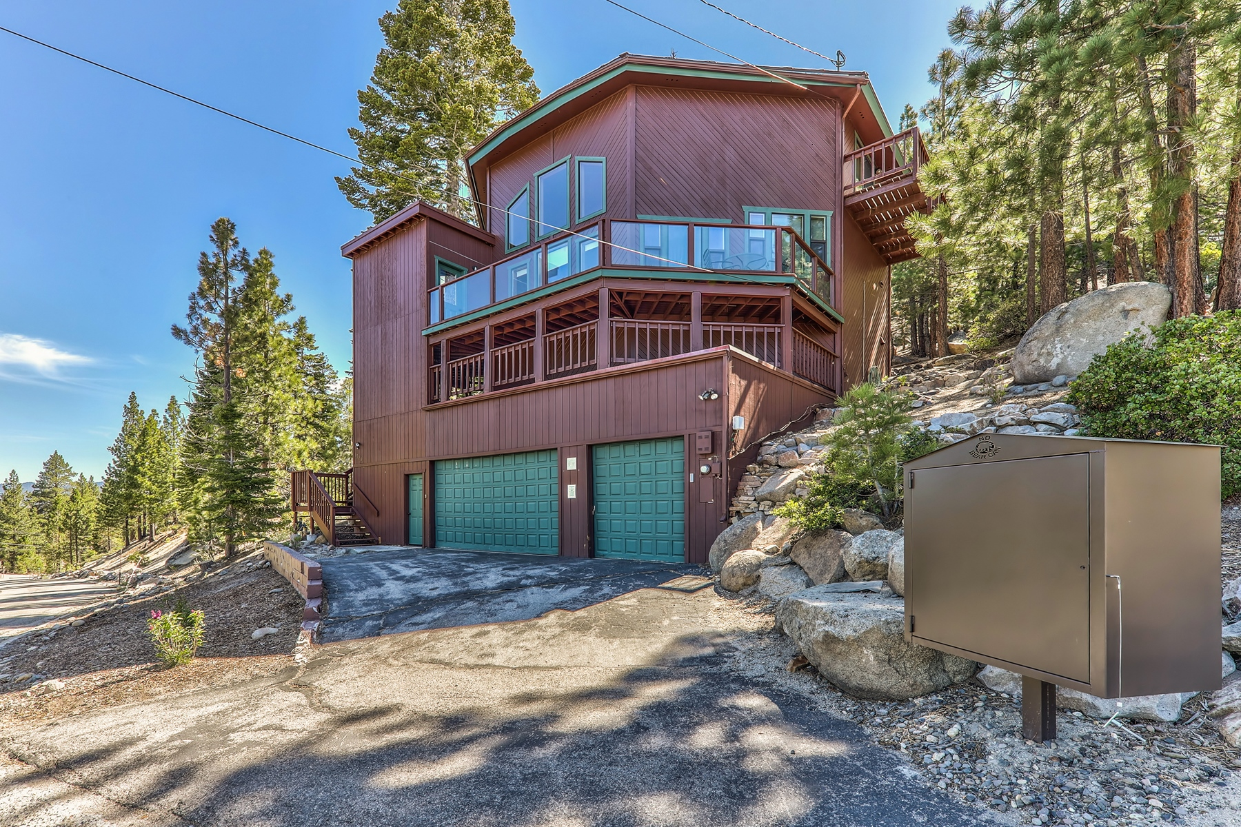 Single Family Homes for Active at 1720 Keller Road, South Lake Tahoe, CA 96150 1720 Keller Road South Lake Tahoe, California 96150 United States