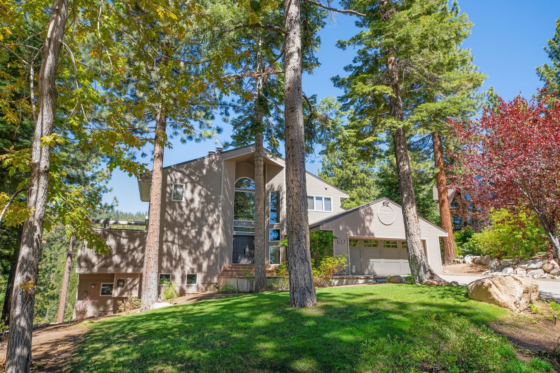 Additional photo for property listing at Mountain Modern Panoramic View 617 Tumbleweed Incline Village, Nevada 89451 United States