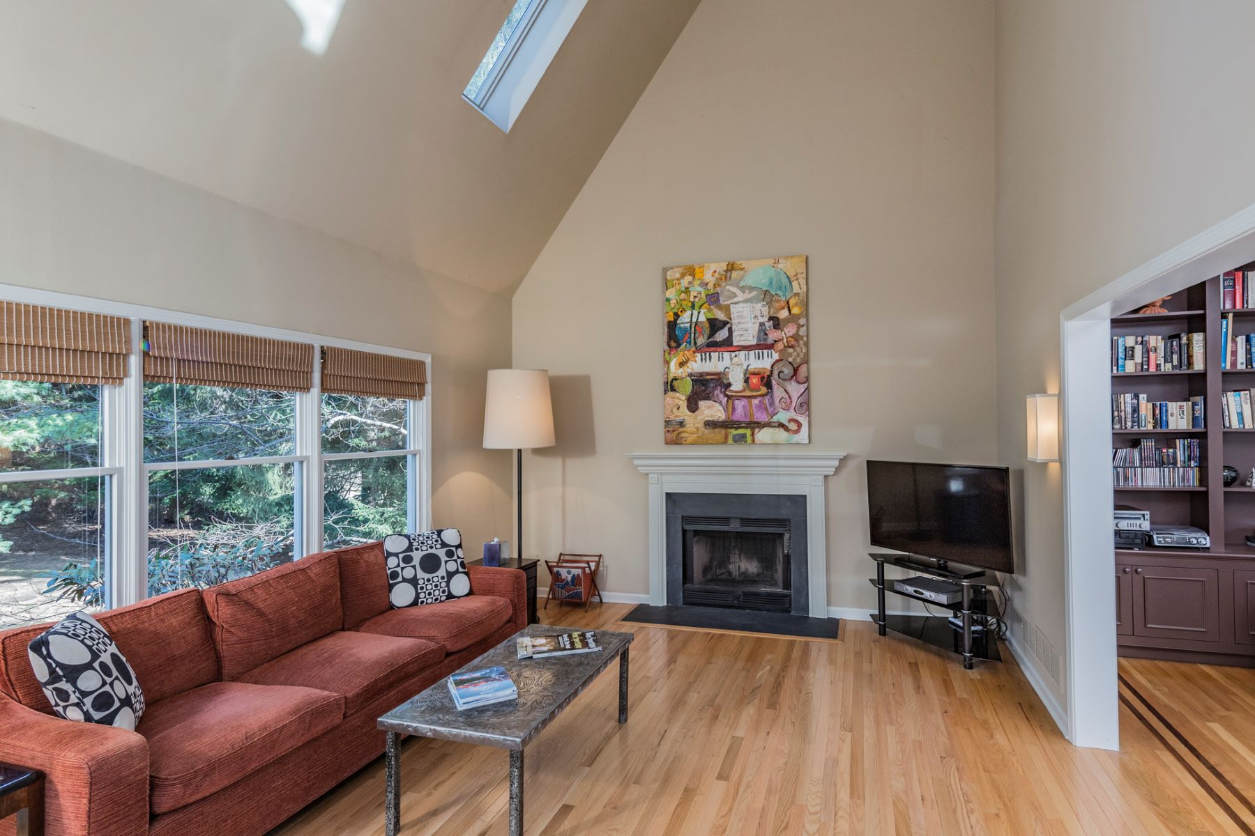 Additional photo for property listing at Space and Style to Spare 60 Green Avenue, Lawrenceville, New Jersey 08648 United States