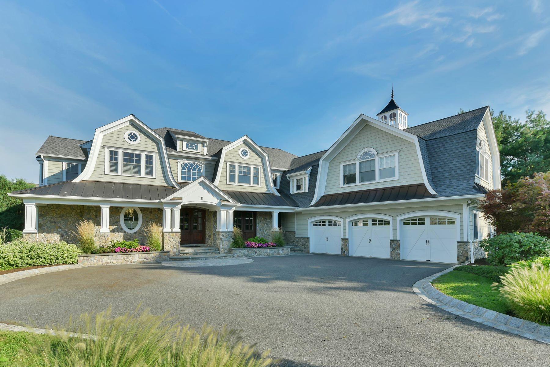 Частный односемейный дом для того Продажа на Classically Elegant Hampton Style Colonial 111 Willow Pond Court Wyckoff, Нью-Джерси 07481 Соединенные Штаты