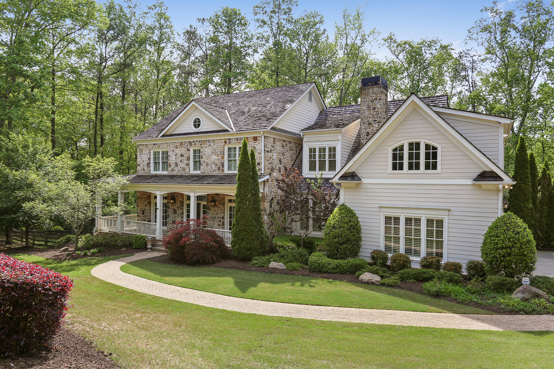 Single Family Homes para Venda às Executive Pool Home In Six Hills 850 Owens Lake Road, Alpharetta, Geórgia 30004 Estados Unidos