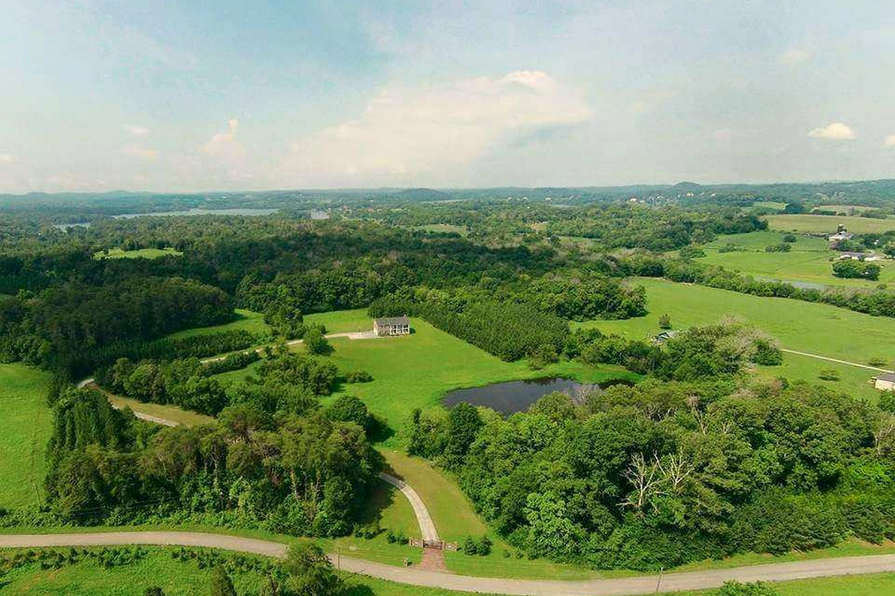 Single Family Homes por un Venta en Private 32 Acre Estate 3541 Windy J Farms Louisville, Tennessee 37777 Estados Unidos