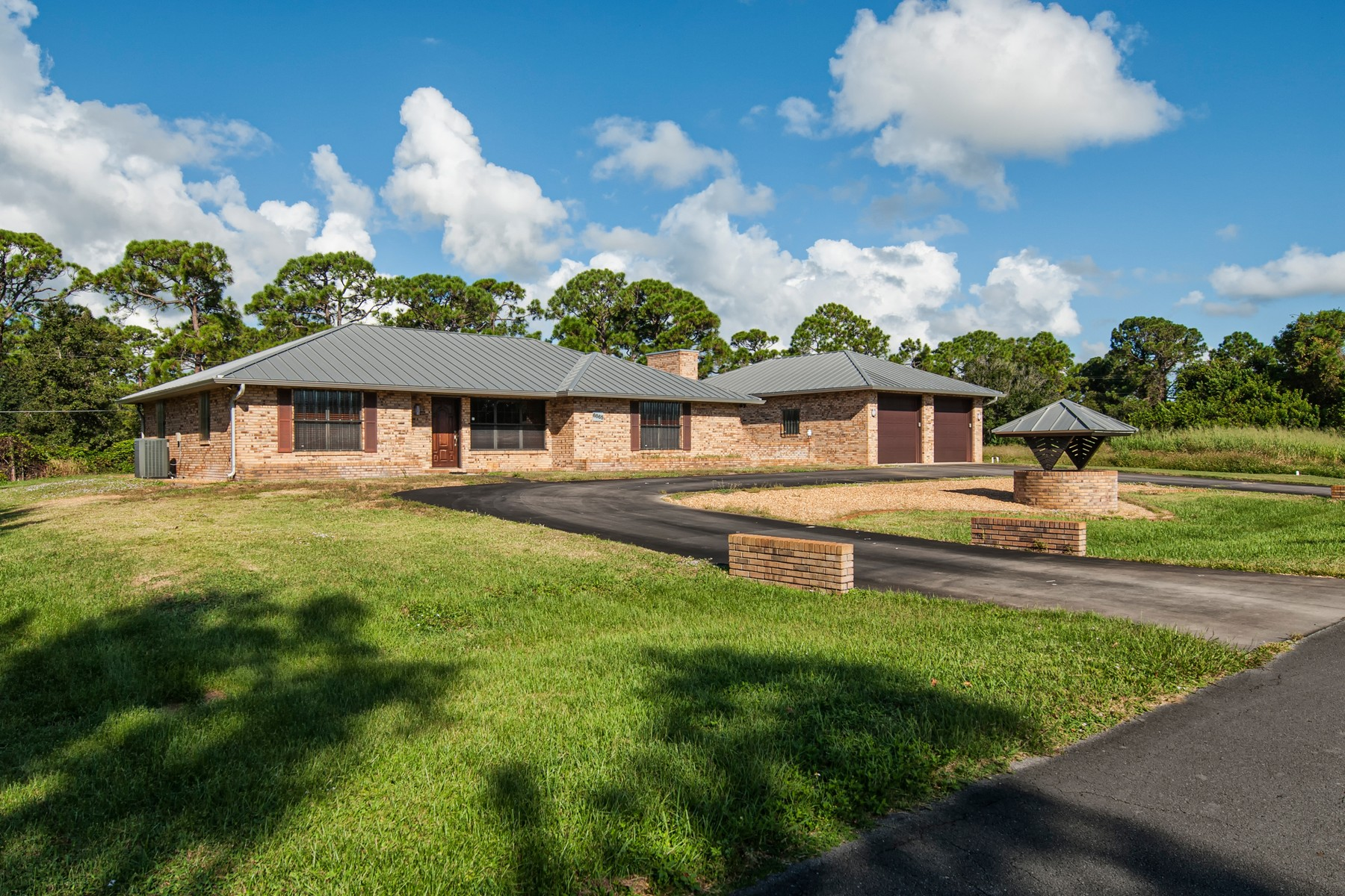 Beautifully Maintained Brick Home on 1/2 Acre 6865 51st Avenue Vero Beach, Florida 32967 Hoa Kỳ