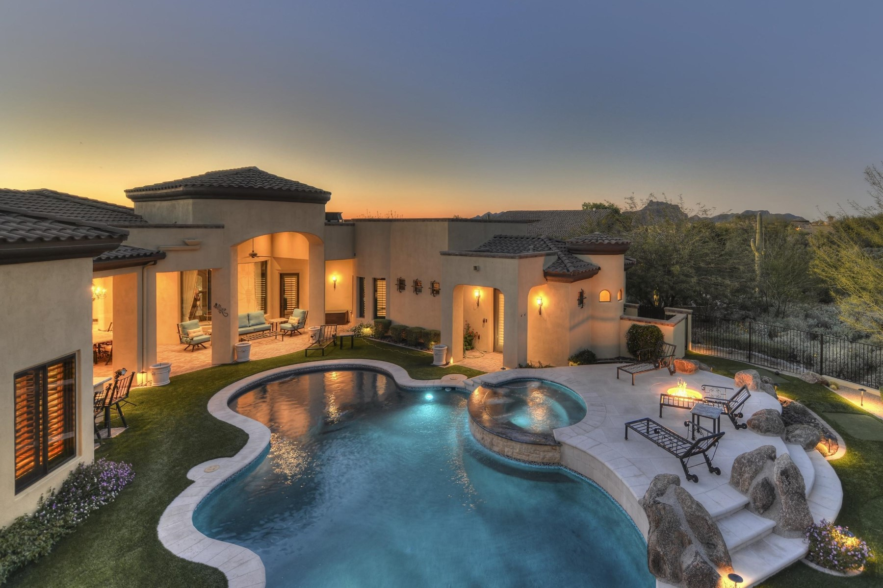 Maison unifamiliale pour l Vente à One-of-a Kind Golf Course Home with Stunning Finishes 3951 N Pinnacle Hills Circle Mesa, Arizona, 85207 États-Unis