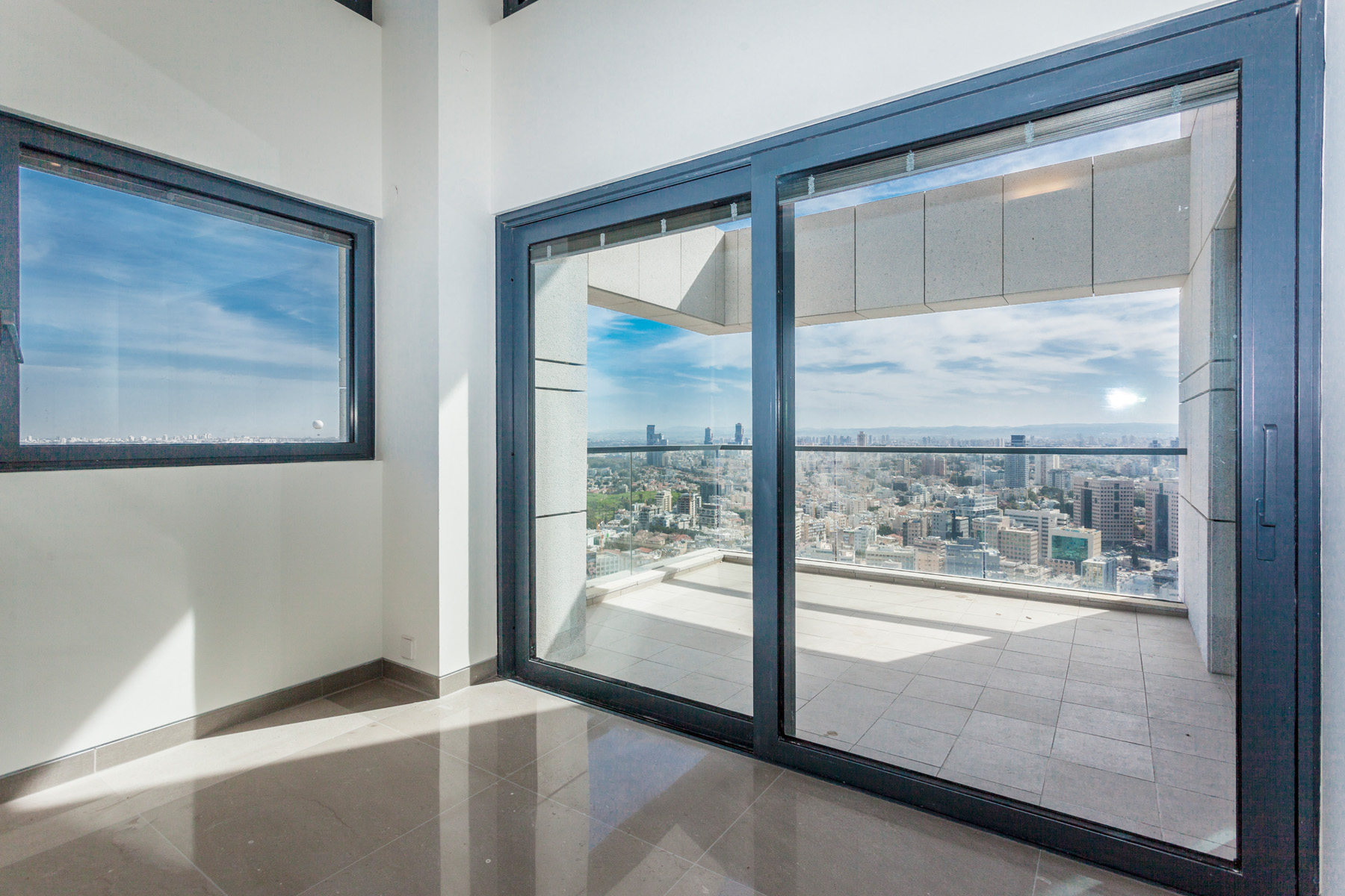 Additional photo for property listing at Incomparable Apartment in W Prime Tower 特拉维夫, 以色列 以色列