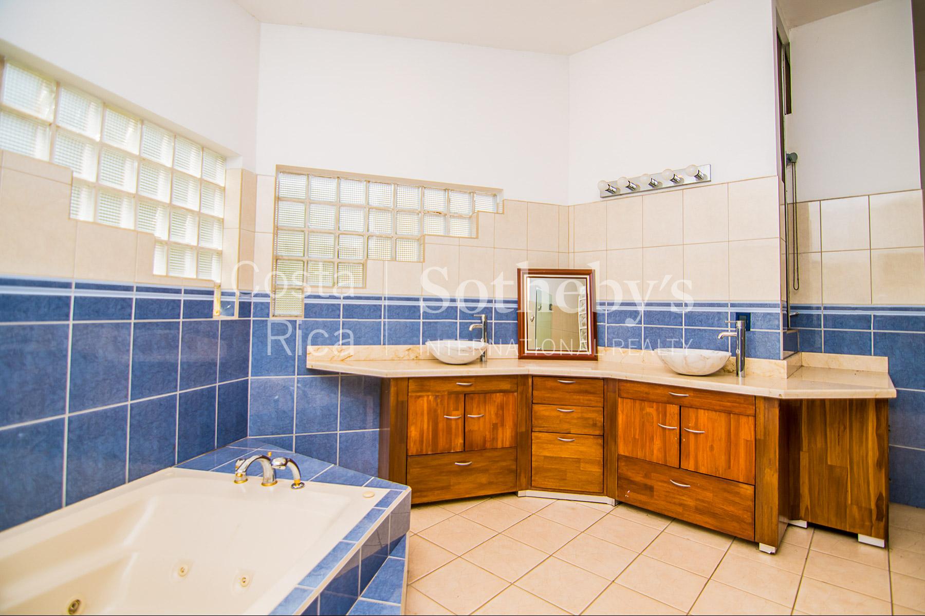 Additional photo for property listing at Trellis House La Garita, Αλαχουελα Κόστα Ρίκα