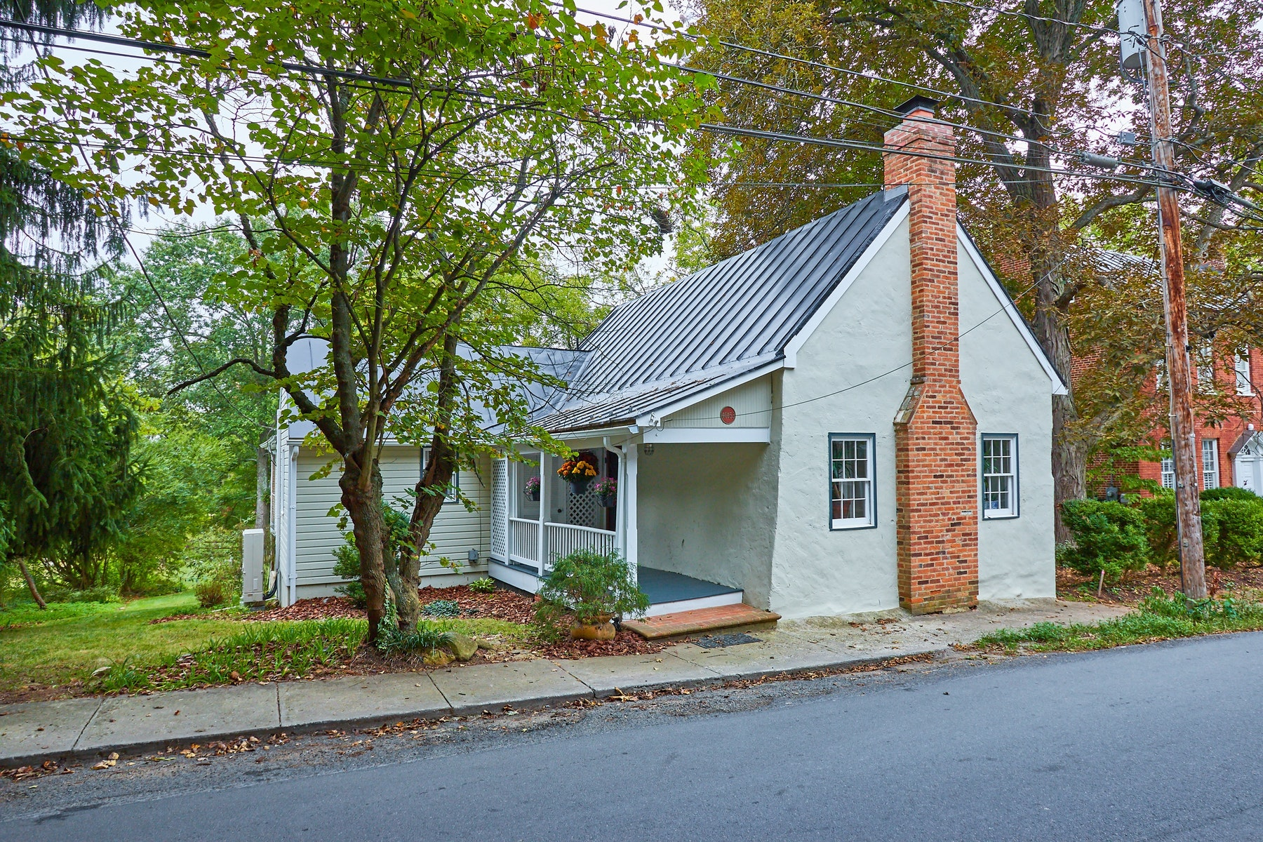 Single Family Homes для того Продажа на The Minnie Jackson House 40153 Main St. Waterford, Виргиния 20197 Соединенные Штаты
