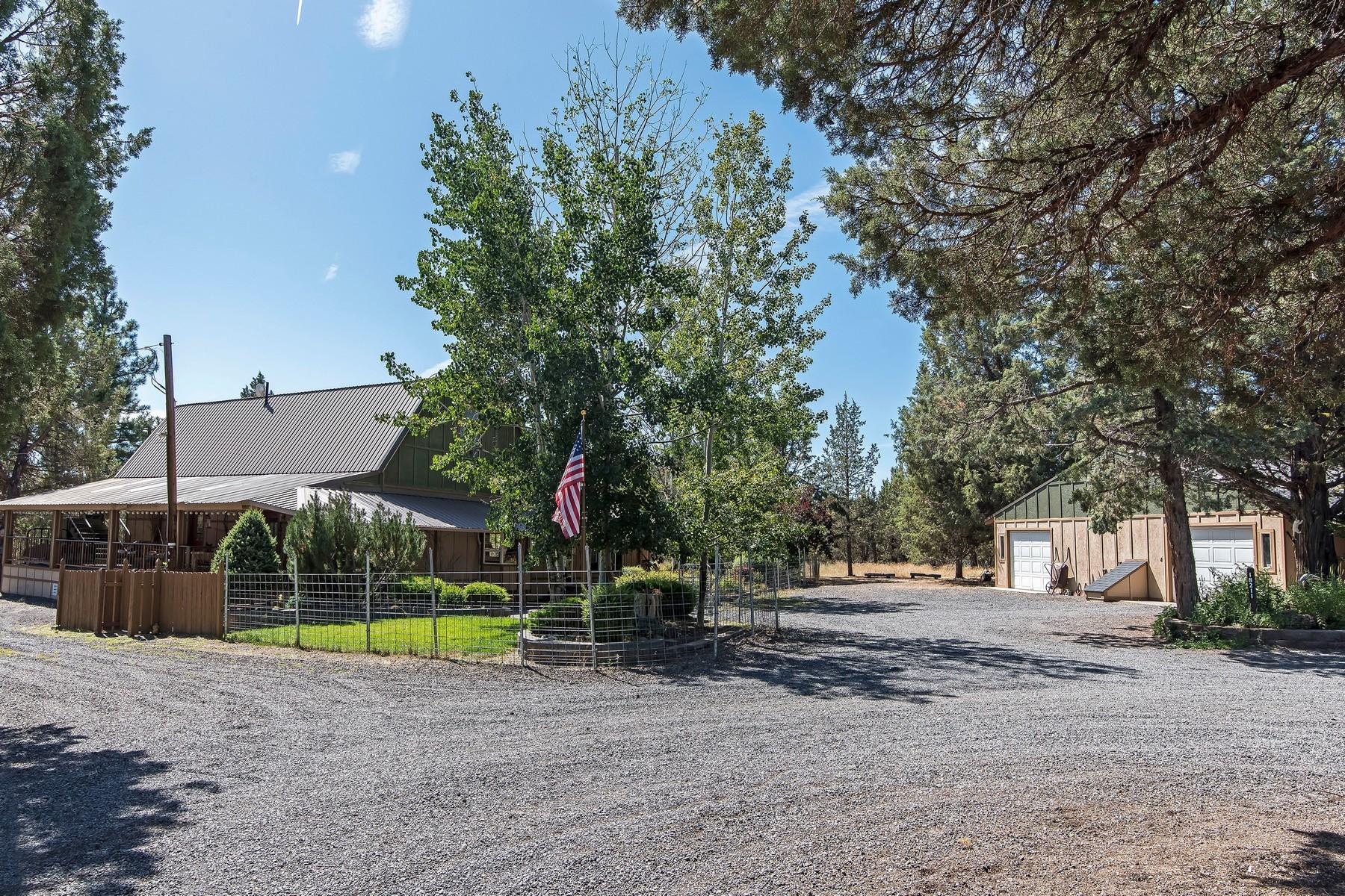 Single Family Homes pour l Vente à 18211 Goldcoach Road Sisters, OR Sisters, Oregon 97759 États-Unis