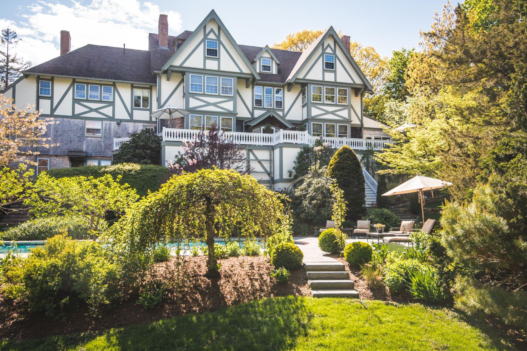 Single Family Homes pour l Vente à English Manor 180 Border St. Scituate, Massachusetts 02066 États-Unis