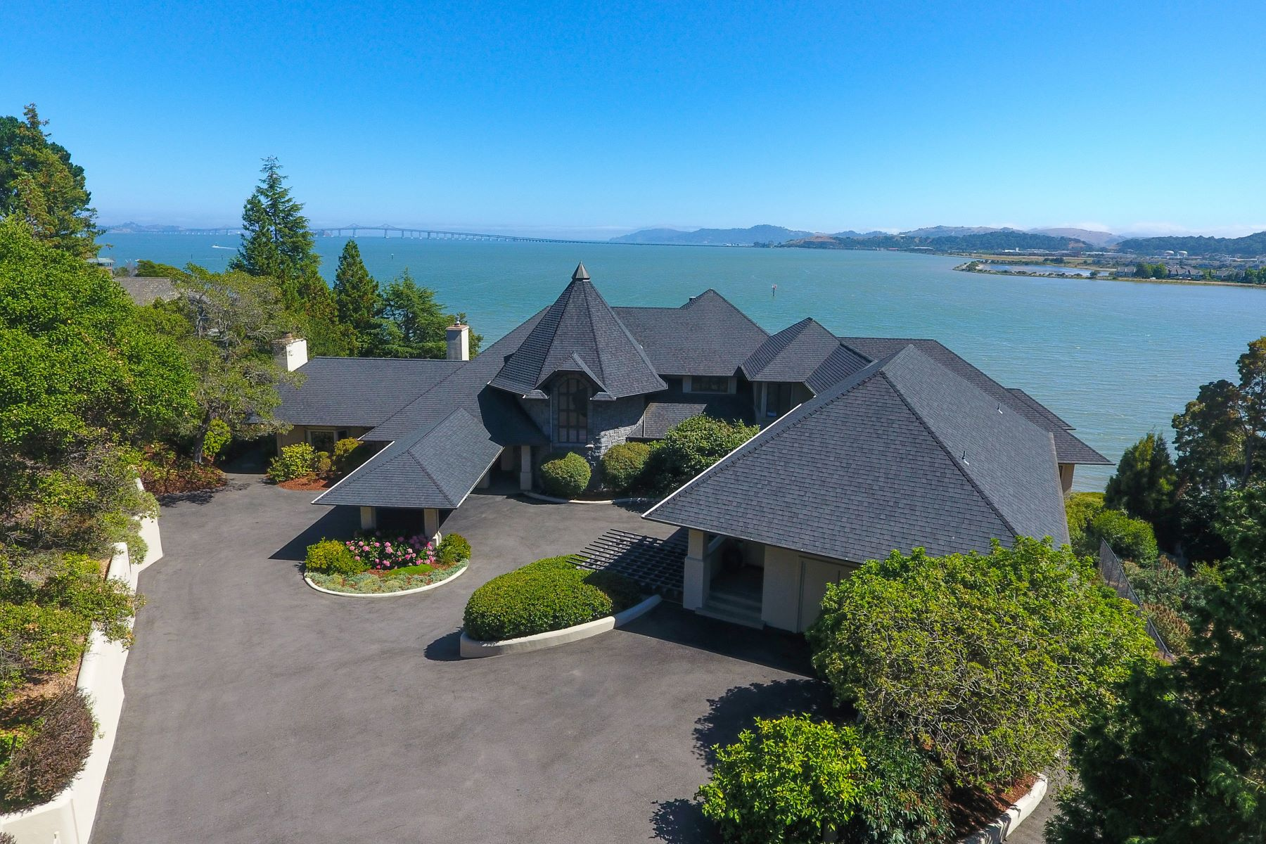 Additional photo for property listing at Rare Waterfront Oasis! 360 Bay Way San Rafael, カリフォルニア 94901 アメリカ合衆国