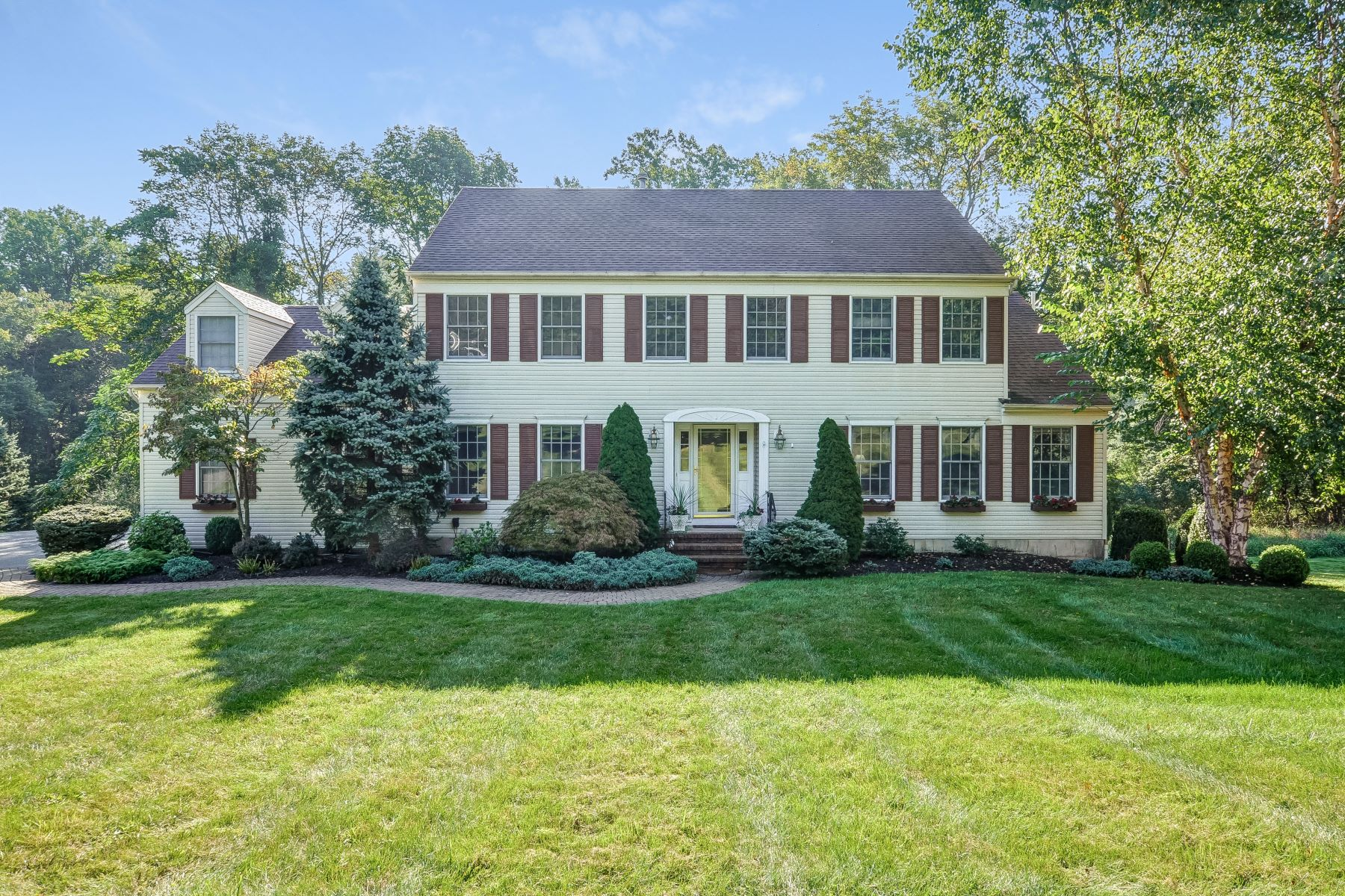 Single Family Home for Sale at Charming Colonial 6 Robin Court, Chester, New Jersey 07930 United States