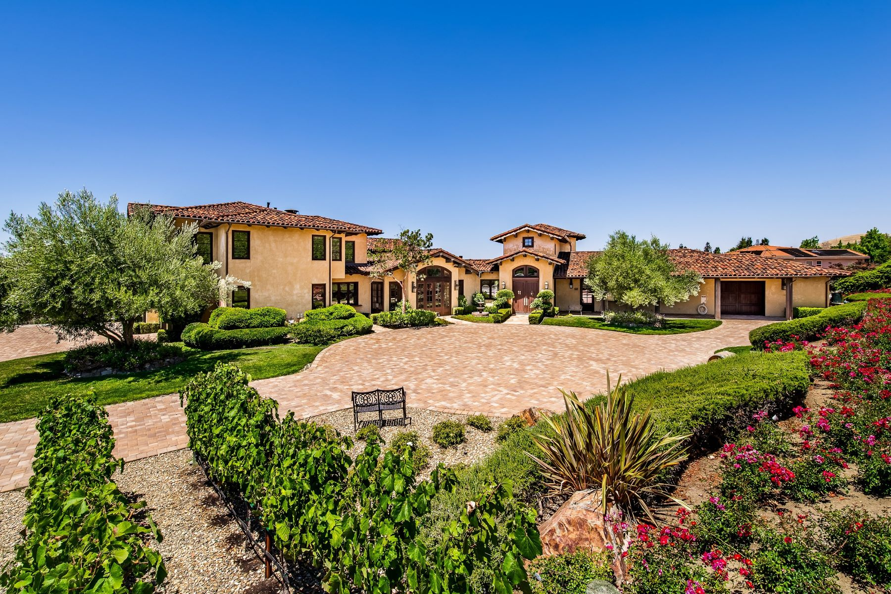 Single Family Homes for Active at Spectacular Wine Producing Residence 3739 Shadowbrook Court Walnut Creek, California 94598 United States