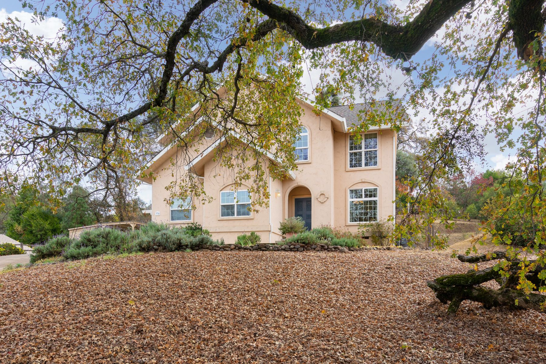 Single Family Home for Active at Charming home in very desirable Sutter Creek neighborhood! 334 N. View Court Sutter Creek, California 95685 United States