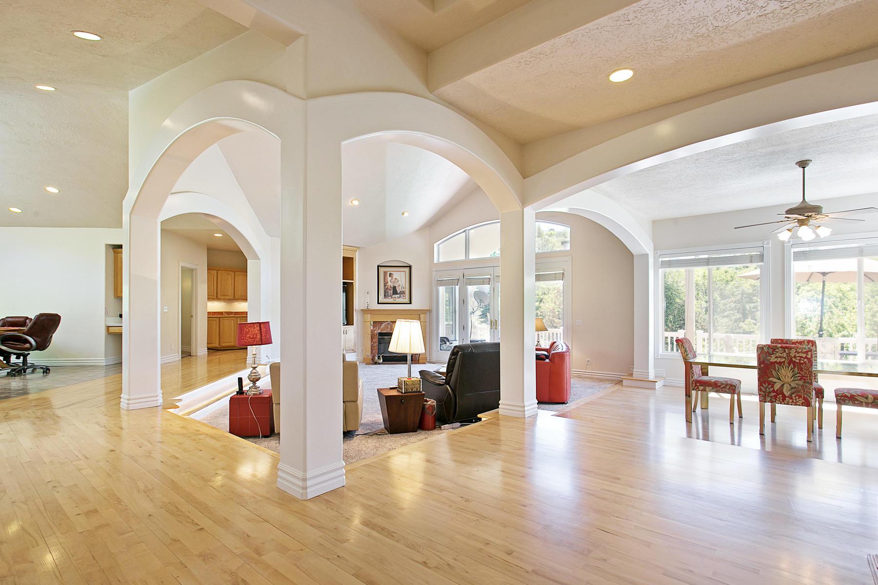 Villa per Vendita alle ore Emigration Canyon Retreat 730 N Emigration Estates Rd Salt Lake City, Utah, 84108 Stati Uniti