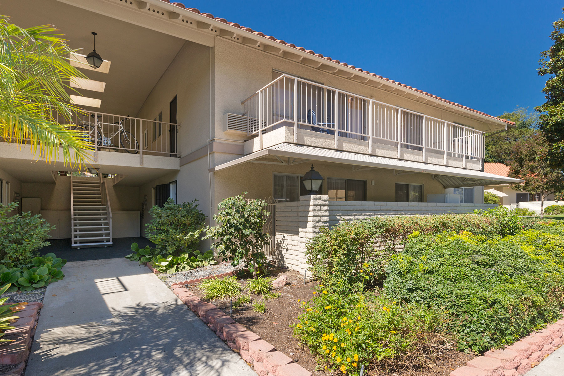 Co-op for Sale at 818 Via Alhambra A Laguna Woods, California, 92637 United States
