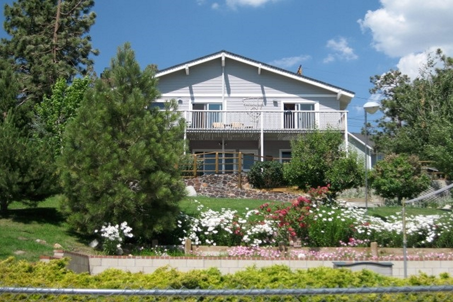 Maison unifamiliale pour l Vente à 39599 Lake Drive Big Bear Lake, Californie, 92315 États-Unis