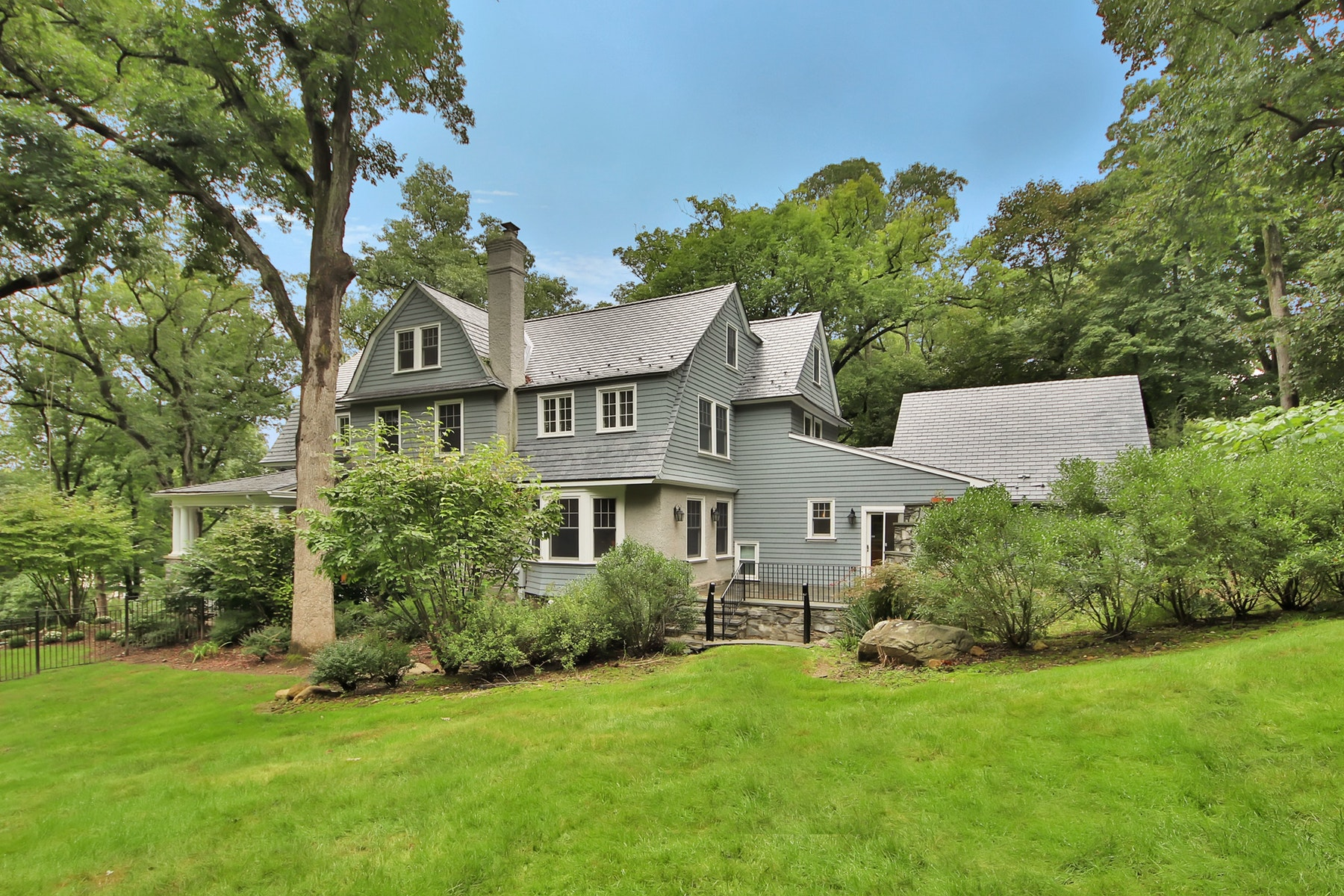 Additional photo for property listing at Dutch Colonial in Estate Section of Essex Fells 65 Hathaway Lane, Essex Fells, 新泽西州 07021 美国