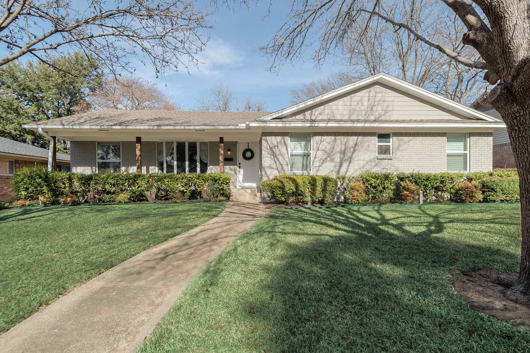 Single Family Home for Rent at Lochwood Meadows Traditional For Lease 11011 Scotsmeadow Drive Dallas, Texas 75218 United States