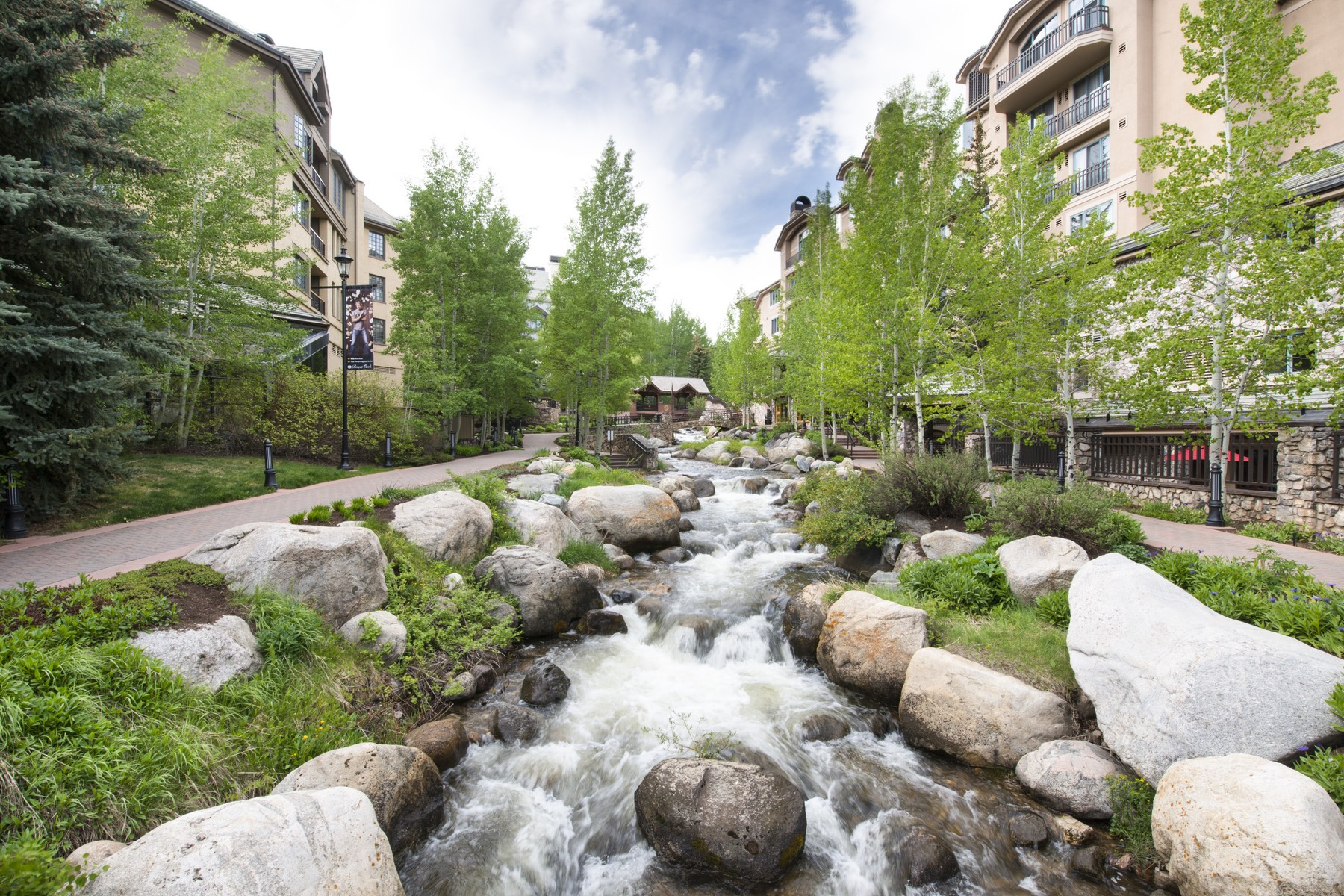 Townhouse for Active at This property will go to Auction on June 28, 2017 63 Avondale Lane #R3 Beaver Creek, Colorado 81620 United States