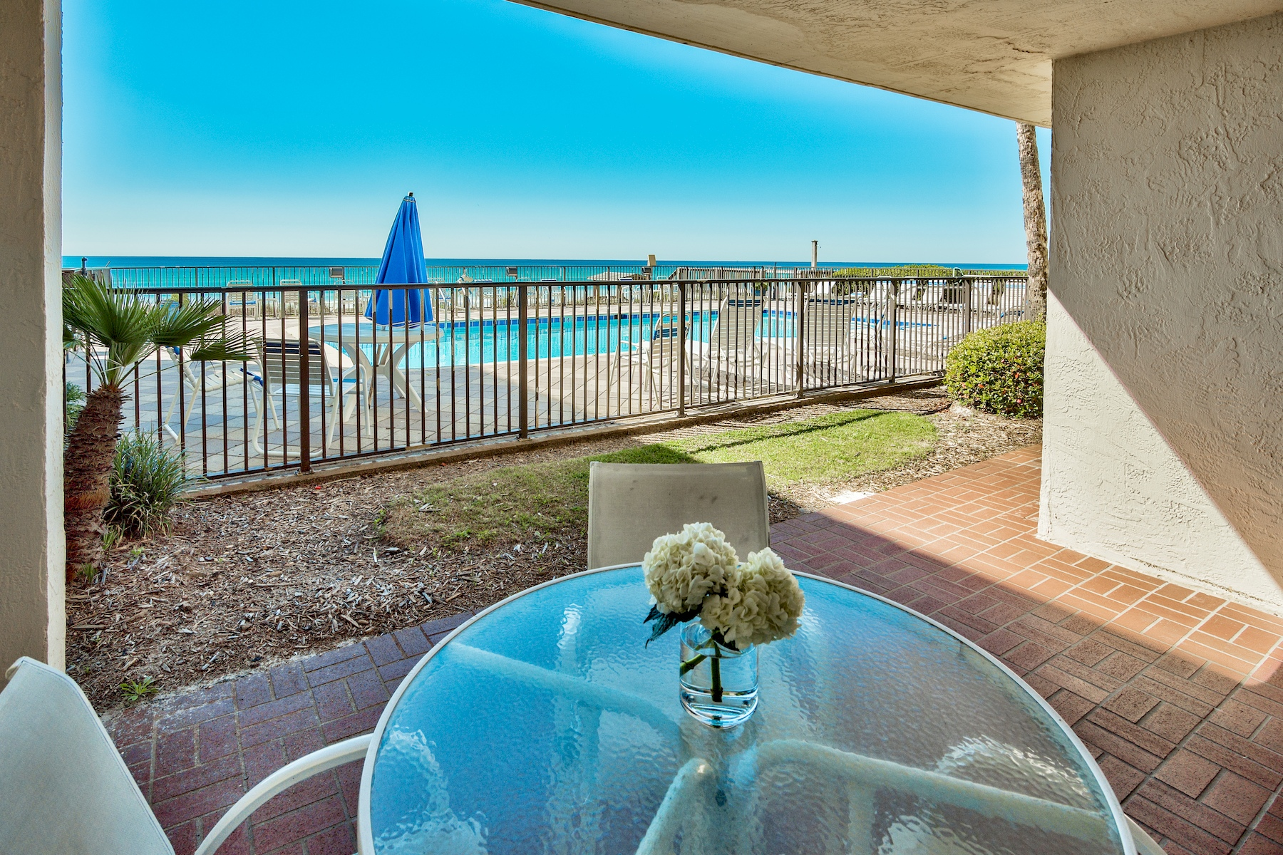 Кондоминиум для того Продажа на Beautifully Upgraded Condo in Popular Huntington By The Sea 140 Monaco Street 101, Miramar Beach, Флорида, 32550 Соединенные Штаты