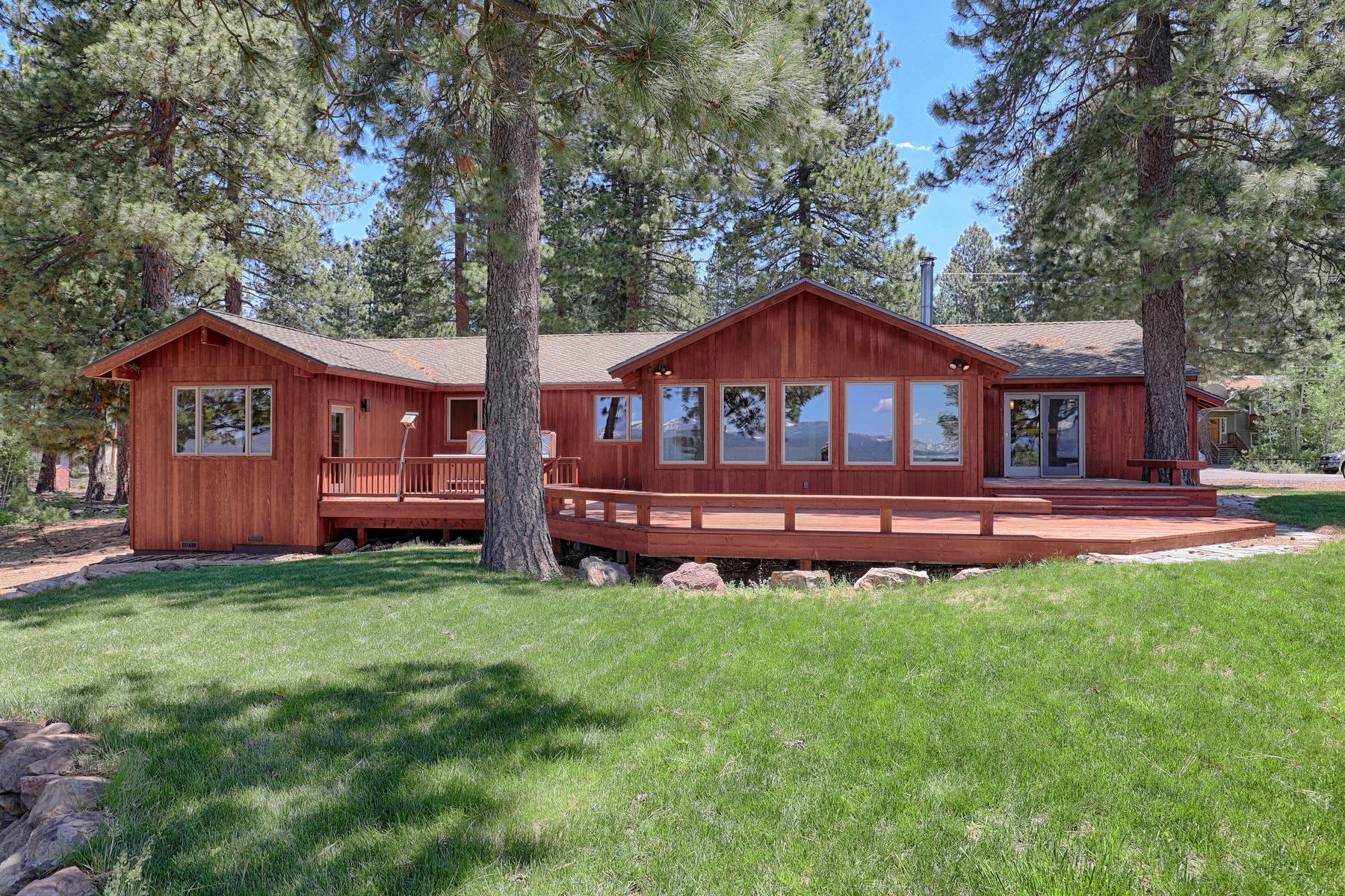 Single Family Homes for Active at 14518 Royal Way, Truckee, CA 14518 Royal Way Truckee, California 96161 United States
