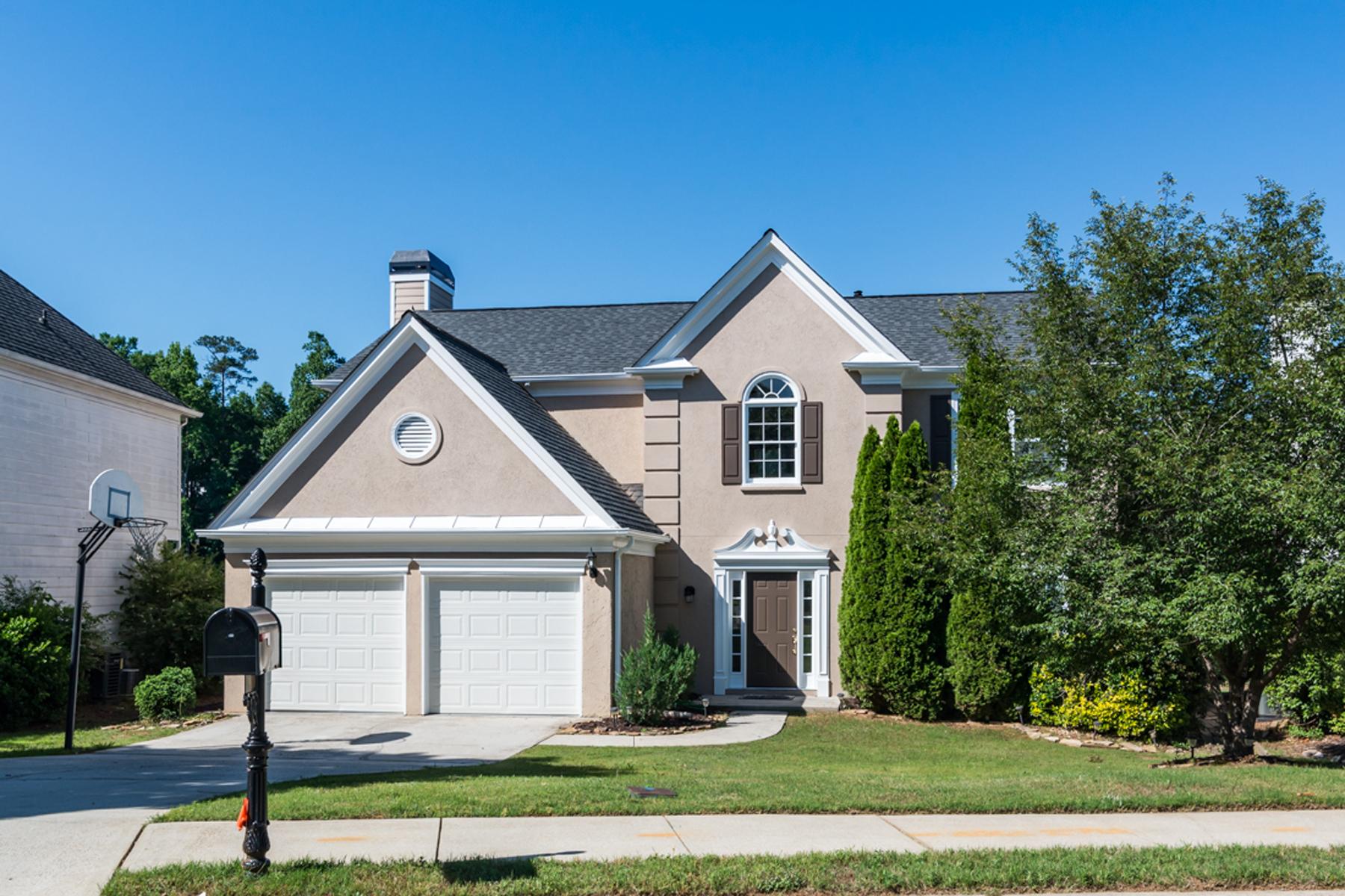 Tek Ailelik Ev için Satış at Renovated Home With Breathtaking Lake View 3810 Longlake Drive Duluth, Georgia, 30097 Amerika Birleşik Devletleri