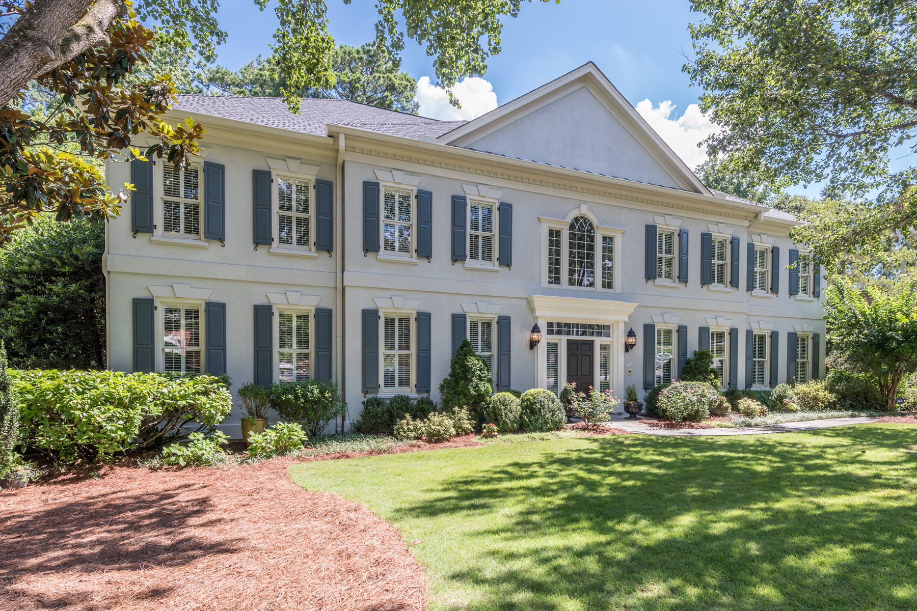 Maison unifamiliale pour l Vente à Charming French Provincial 14 Rose Gate Drive NE Chastain Park, Atlanta, Georgia, 30342 États-Unis