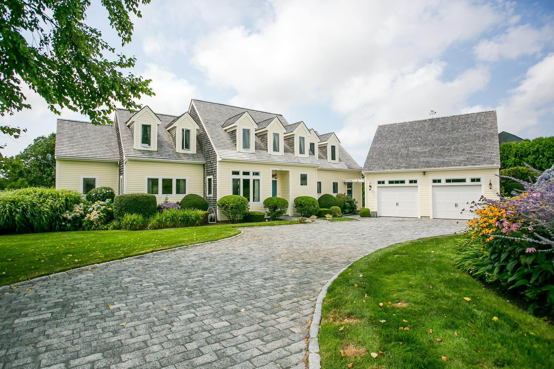 Casa Unifamiliar por un Venta en Unique Kings Grant Property 166 Thayer Drive Portsmouth, Rhode Island 02871 Estados Unidos